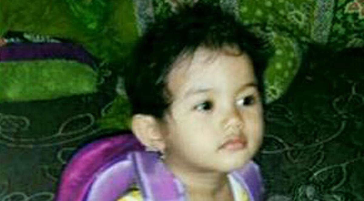 Intan Olivia Marbun, petite fille de 2 ans et 4 mois est morte après avoir été brûlée gravement dans l'attaqu d'une église en Indonésie.