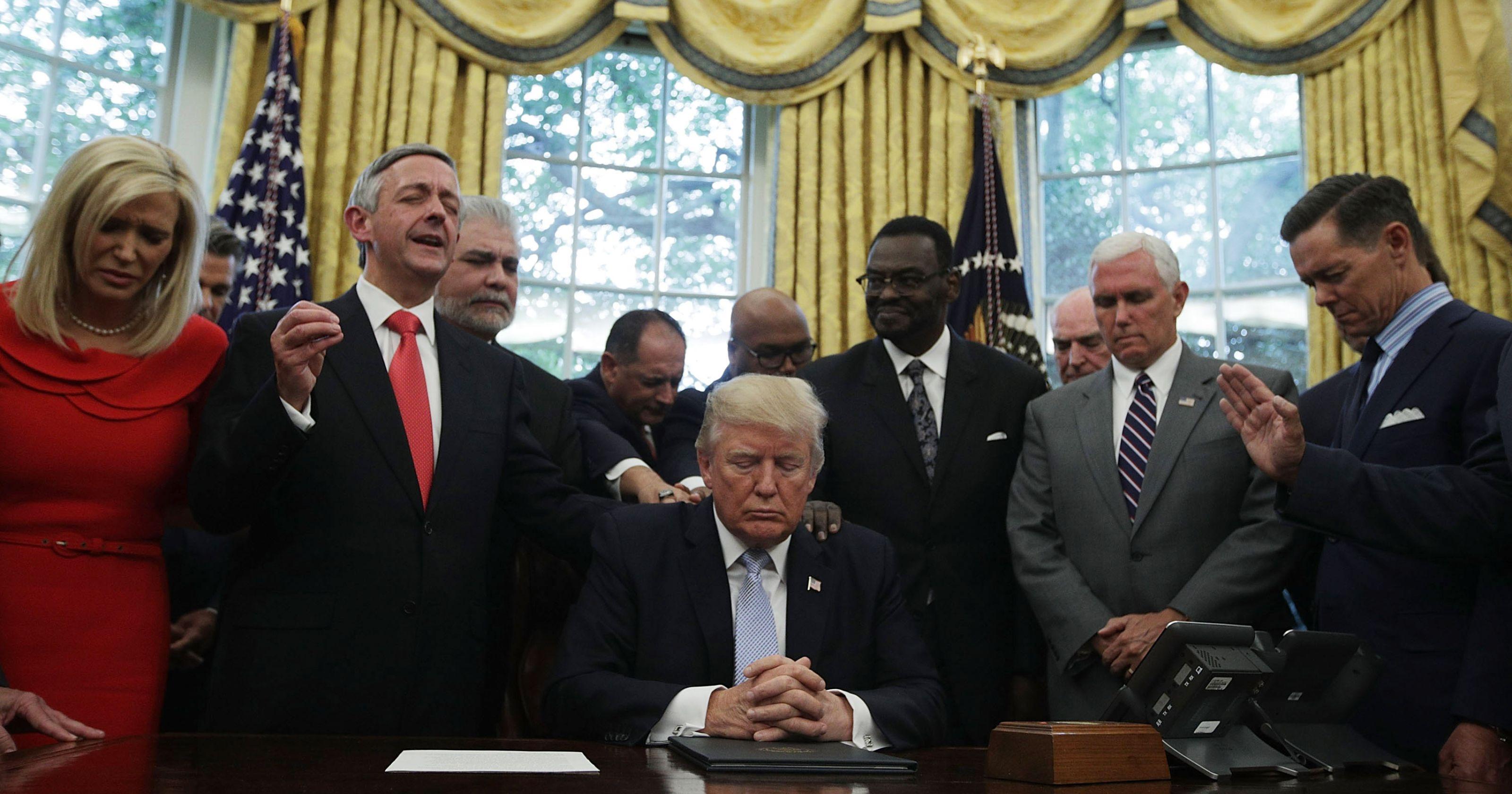 Des leaders chrétiens évangéliques ont prié pour le président Donald Trump afin qu'il soit davantage aimé des Américains.
