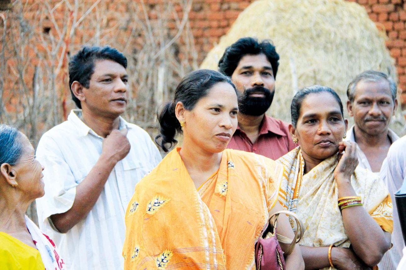 Dans plusieurs États indiens, ceux quittant l'hindouisme sont punissables par la loi. À cause de cela, les activités des communautés chrétiennes sont de plus en plus souvent poursuivies en justice pour violation de la loi.