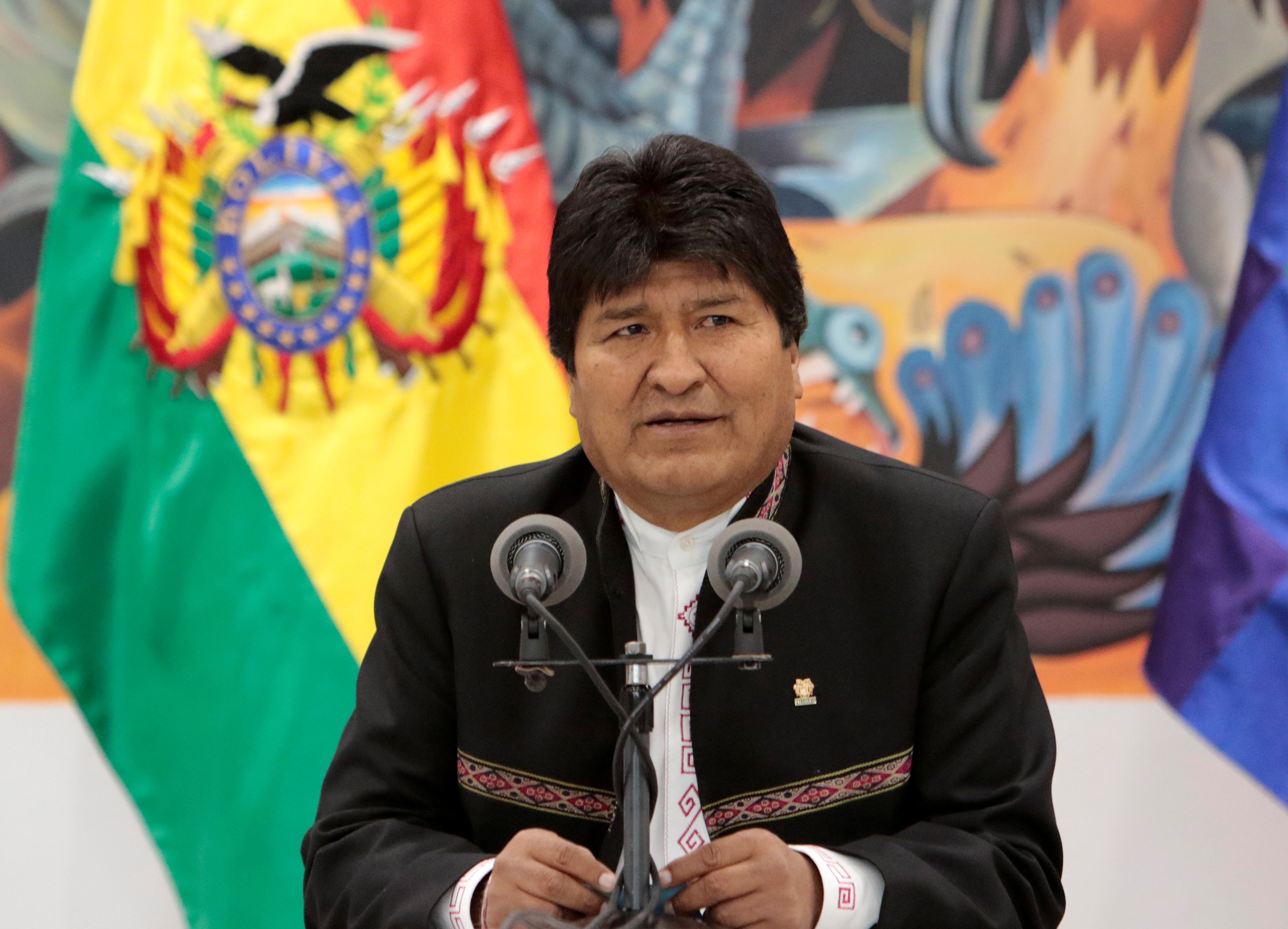 Le président bolivien Evo Morales va quitter ses fonctions, a annoncé dimanche un communiqué diffusé par la télévision. Le chef d'Etat est contesté depuis le 20 octobre, date à laquelle il a été reconduit dans ses fonctions au terme d'un scrutin dont la sincérité est jugée viciée par l'opposition.