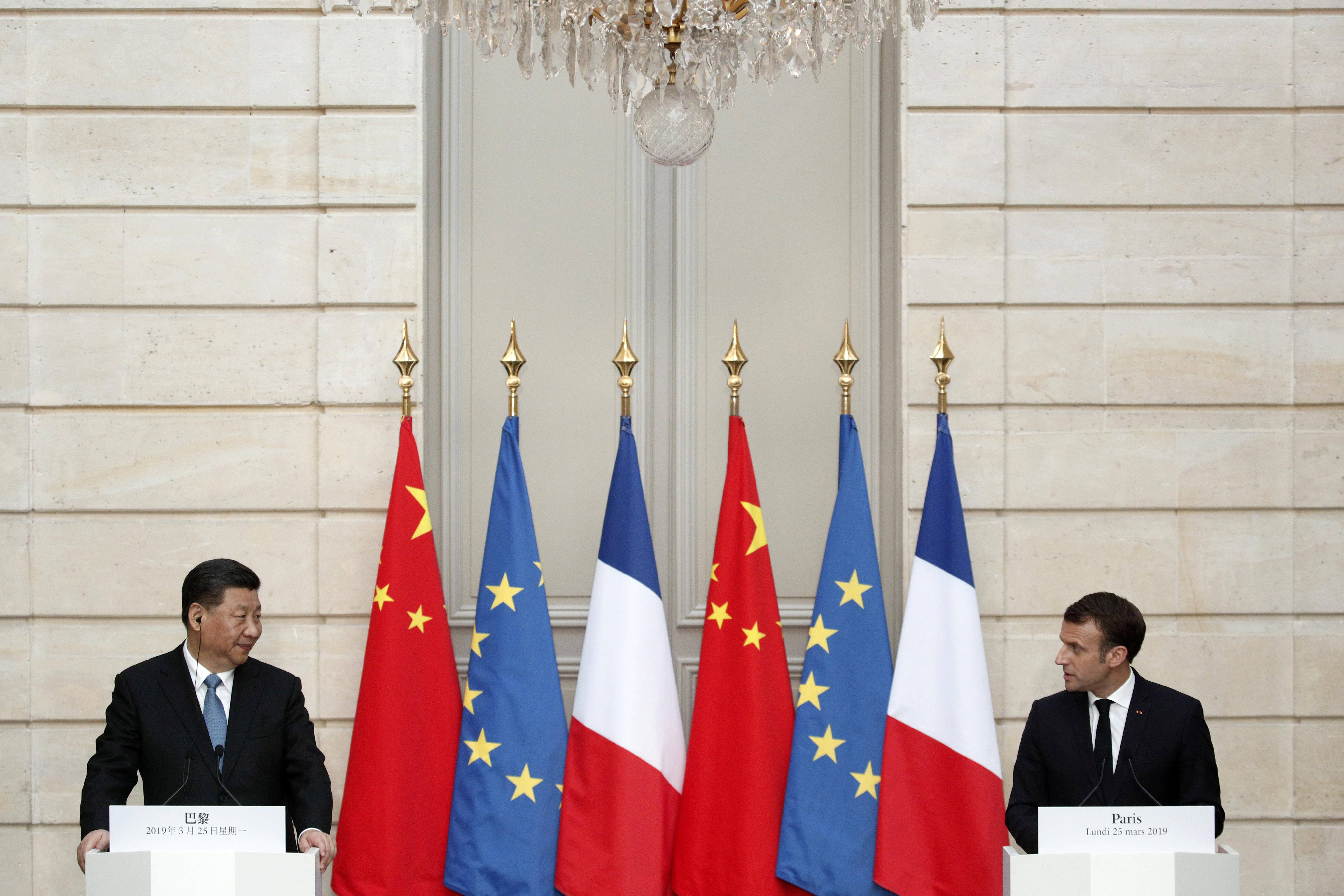 Accompagné d'une importante délégation de chefs d'entreprises du CAC 40 mais également de PME et d'ETI, le chef de l'Etat français rencontrera dès son arrivée des représentants d'entreprises françaises avant de participer, mardi, à la foire aux importations de Shanghaï dont la France est l'invitée d'honneur.