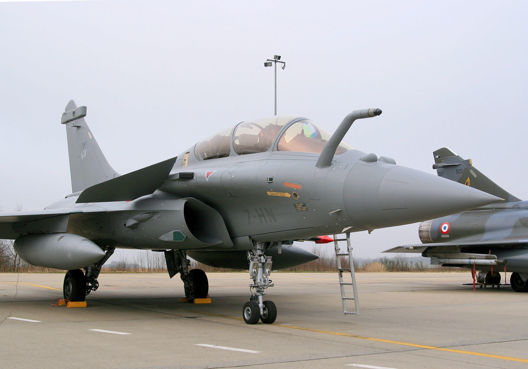 """Des Rafale de l'armée française ont bombardé et détruit jeudi des caches de Daech dans le nord-est de l'Irak dans le cadre de l'opération """"Chammal"""", a annoncé vendredi le ministère des Armées."""