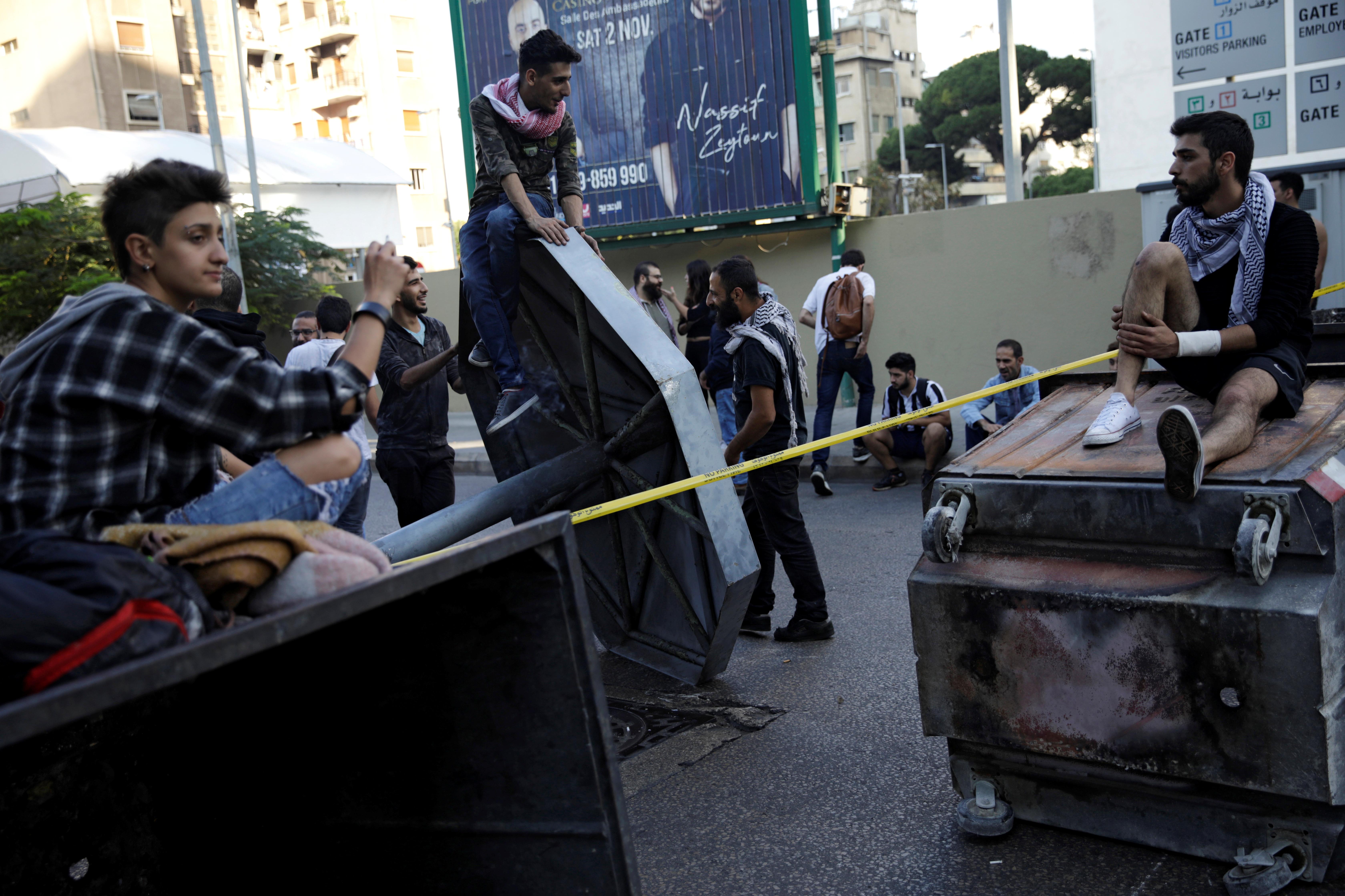 Beyrouth et d'autres villes libanaises bloquées par des manifestants