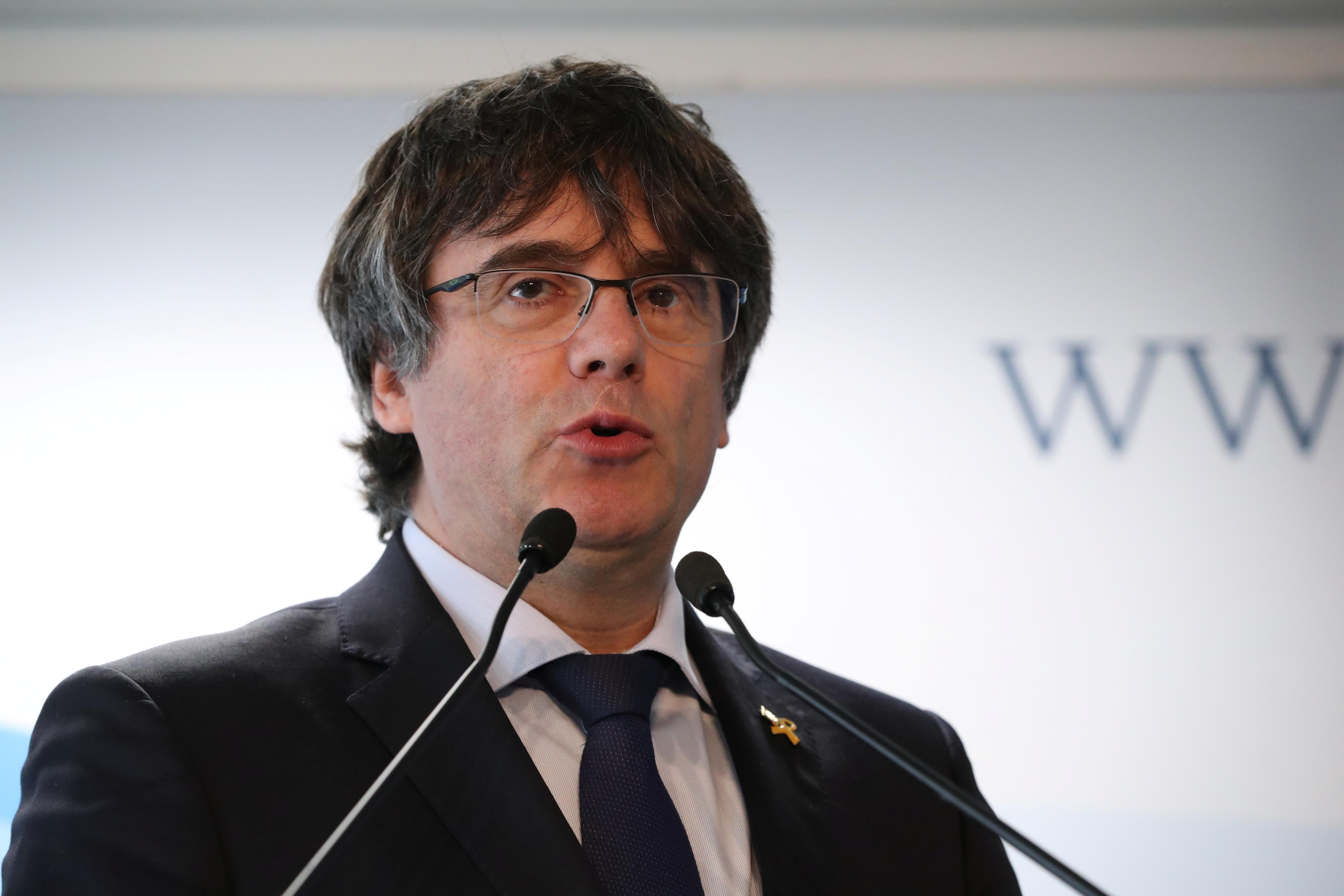 Le Tribunal suprême espagnol a émis lundi un mandat d'arrêt européen à l'encontre du dirigeant indépendantiste catalan Carles Puigdemont (photo). /Photo prise le 10 avril 2019/REUTERS/Yves Herman
