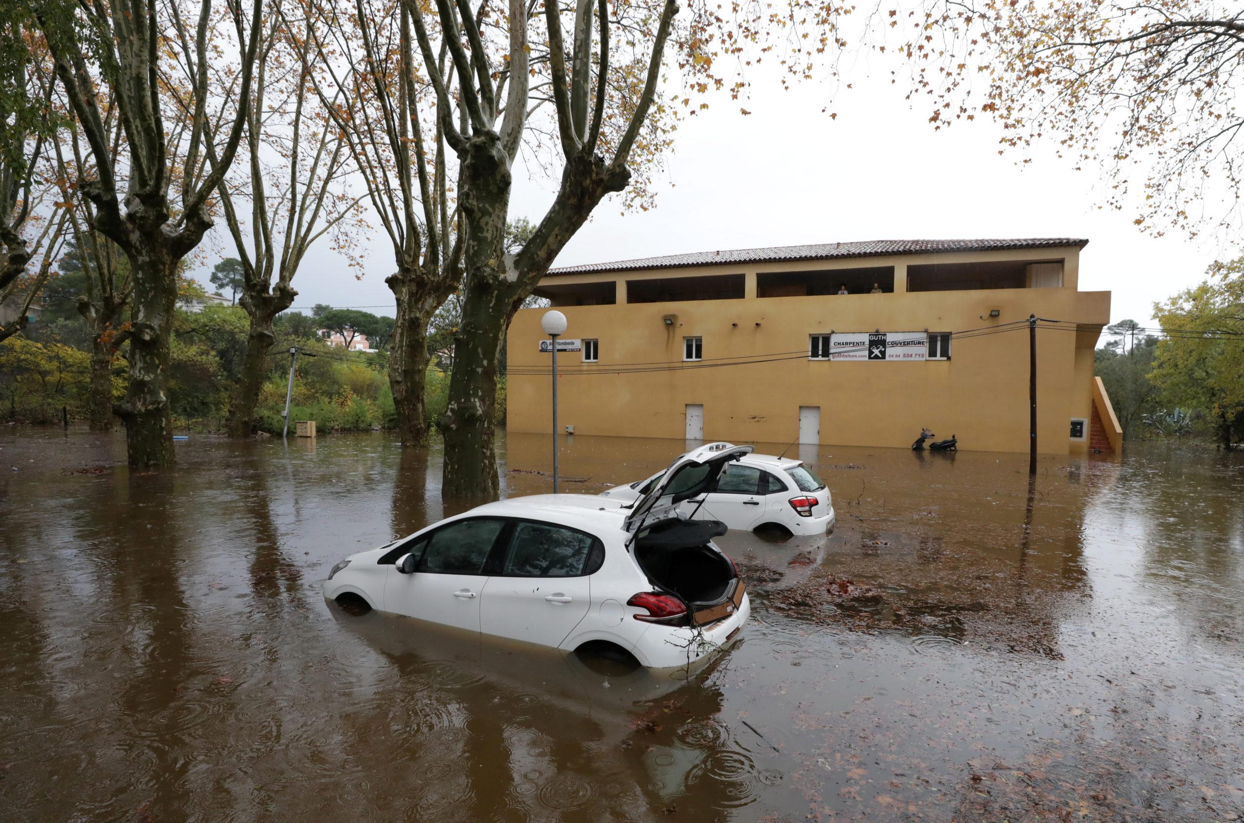 Les inondations provoquées par les fortes pluies qui se sont abattues sur le sud-est de la France ces derniers jours ont fait au moins deux morts dans le Var. /Photo prise le 24 novembre 2019/REUTERS/Eric Gaillard
