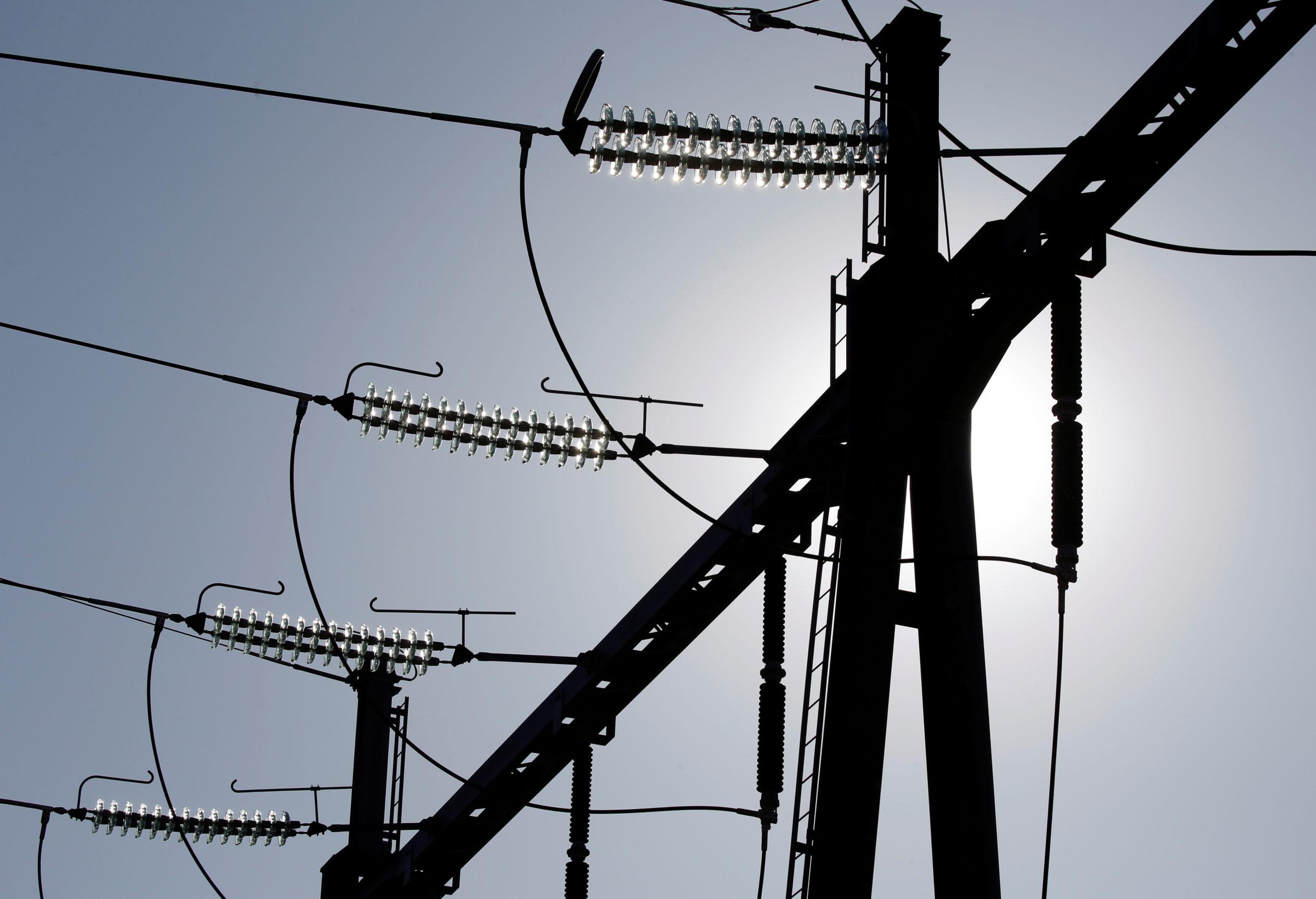 EDF a réduit jeudi, pour la deuxième fois de l'année, ses objectifs de production nucléaire en 2019 en raison de la mise à l'arrêt de réacteurs de Cruas-Meysse, consécutive à un séisme qui a secoué l'Ardèche et la Drôme le 11 novembre. /Photo prise le 19 septembre 2019/REUTERS/Régis Duvignau