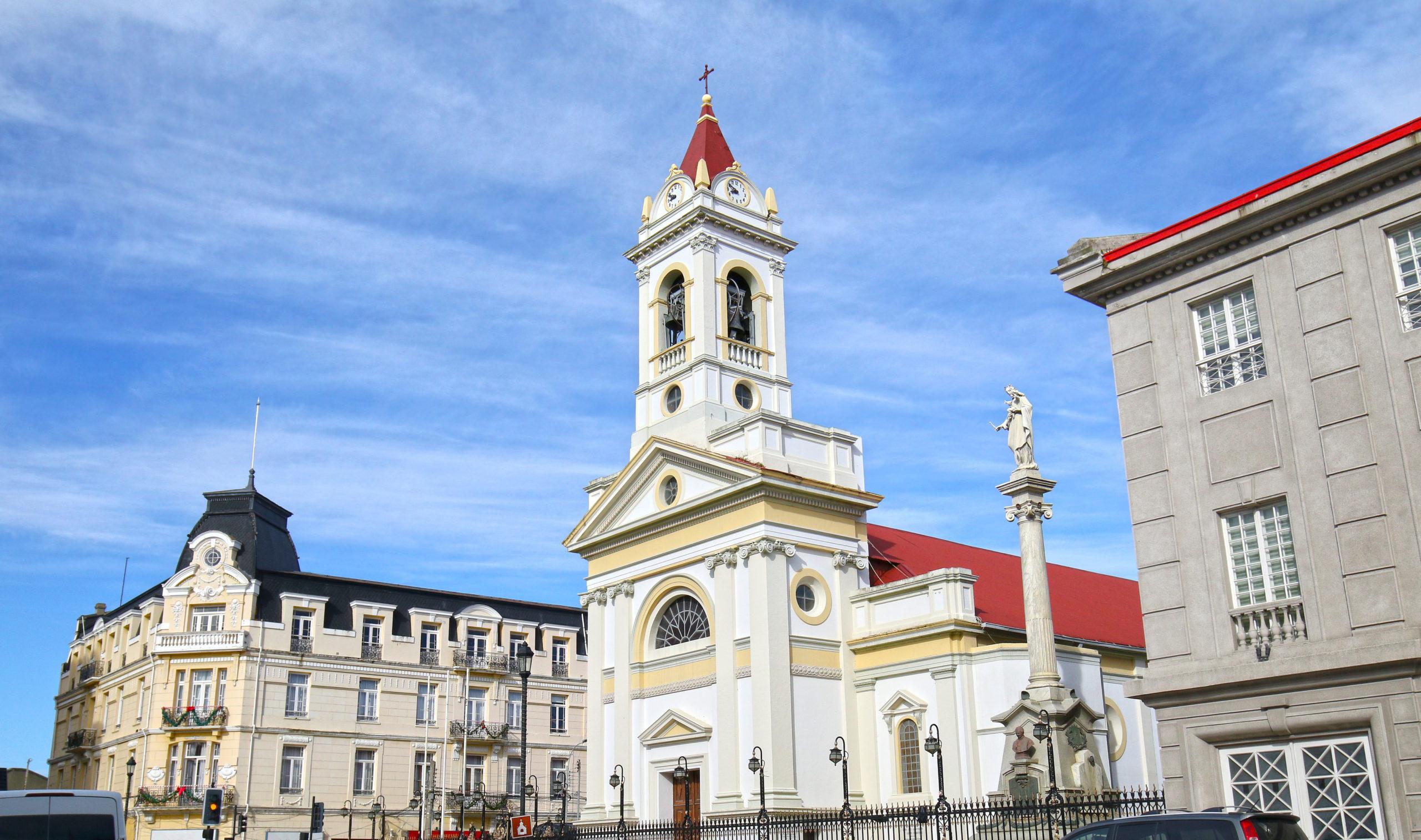 Cathédrale du Sacré-Cœur (Cathédrale du Sacré-Cœur) sur la Plaza Munoz Gamero, Punta Arenas, Chili. Crédit photo: Birdiegal/ 123Rf