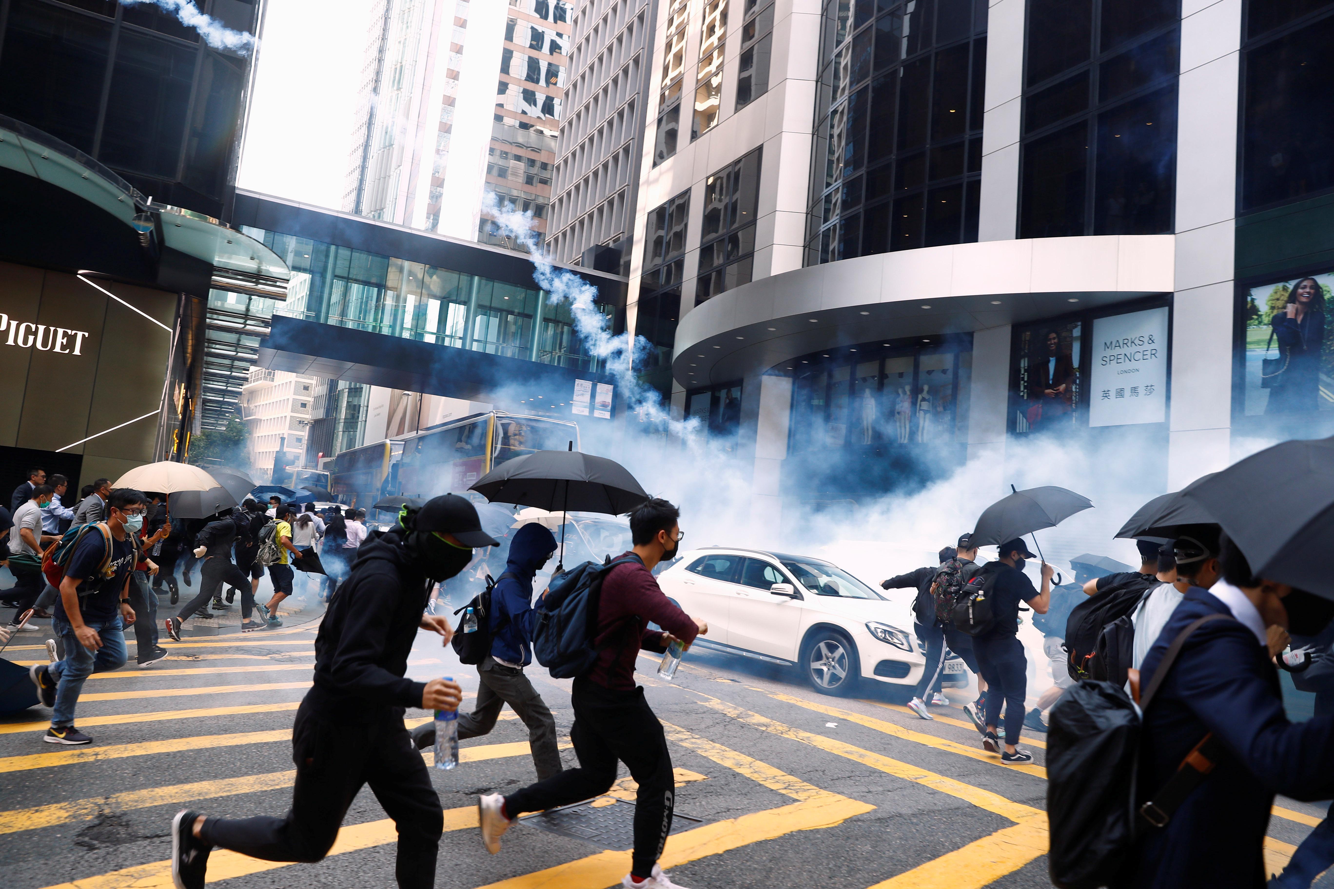 Hong Kong : La police ouvre le feu sur des manifestants