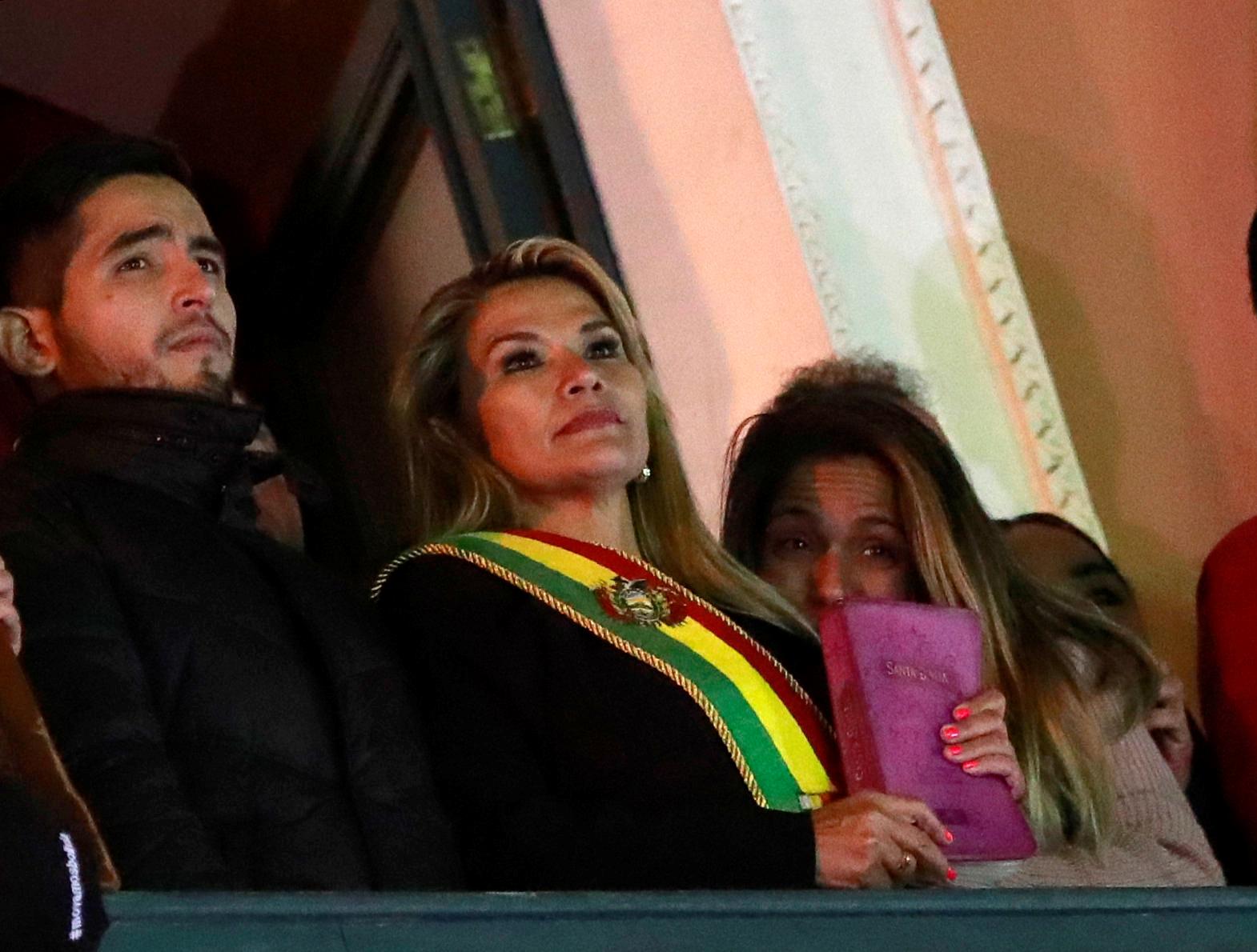 Malgré l'absence de quorum au Parlement, la deuxième vice-présidente de la Chambre des sénateurs au sein de l'Assemblée législative plurinationale de Bolivie, Jeanine Añez, s'est proclamée présidente par intérim le 10 novembre 2019, à la suite de la démission d'Evo Morales. /Photo prise le 12 novembre 2019/REUTERS/Henry Romero