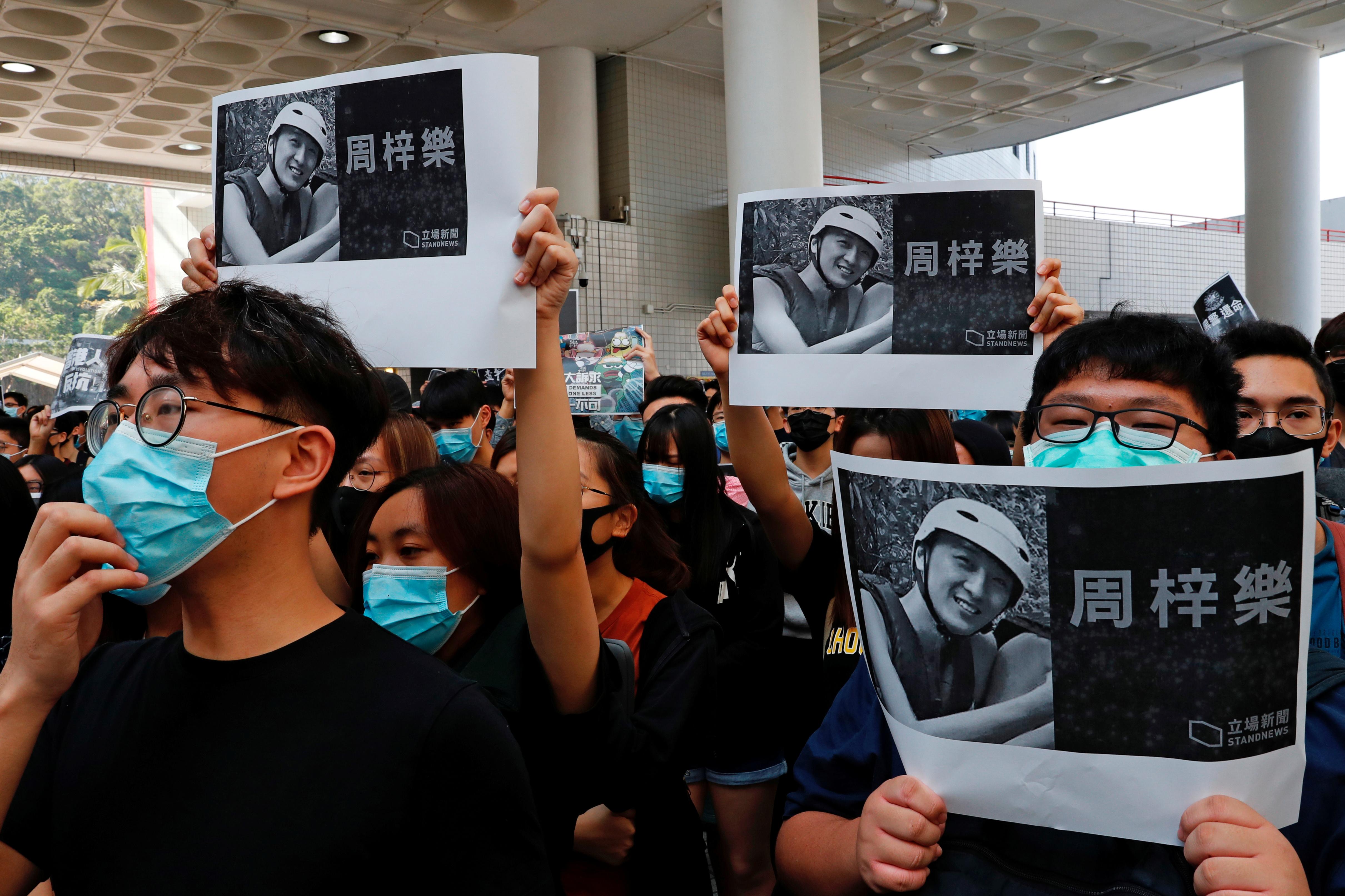 L'étudiant Chow Tsz-Iok fait une chute mortelle lors d'une manifestation à Hong Kong