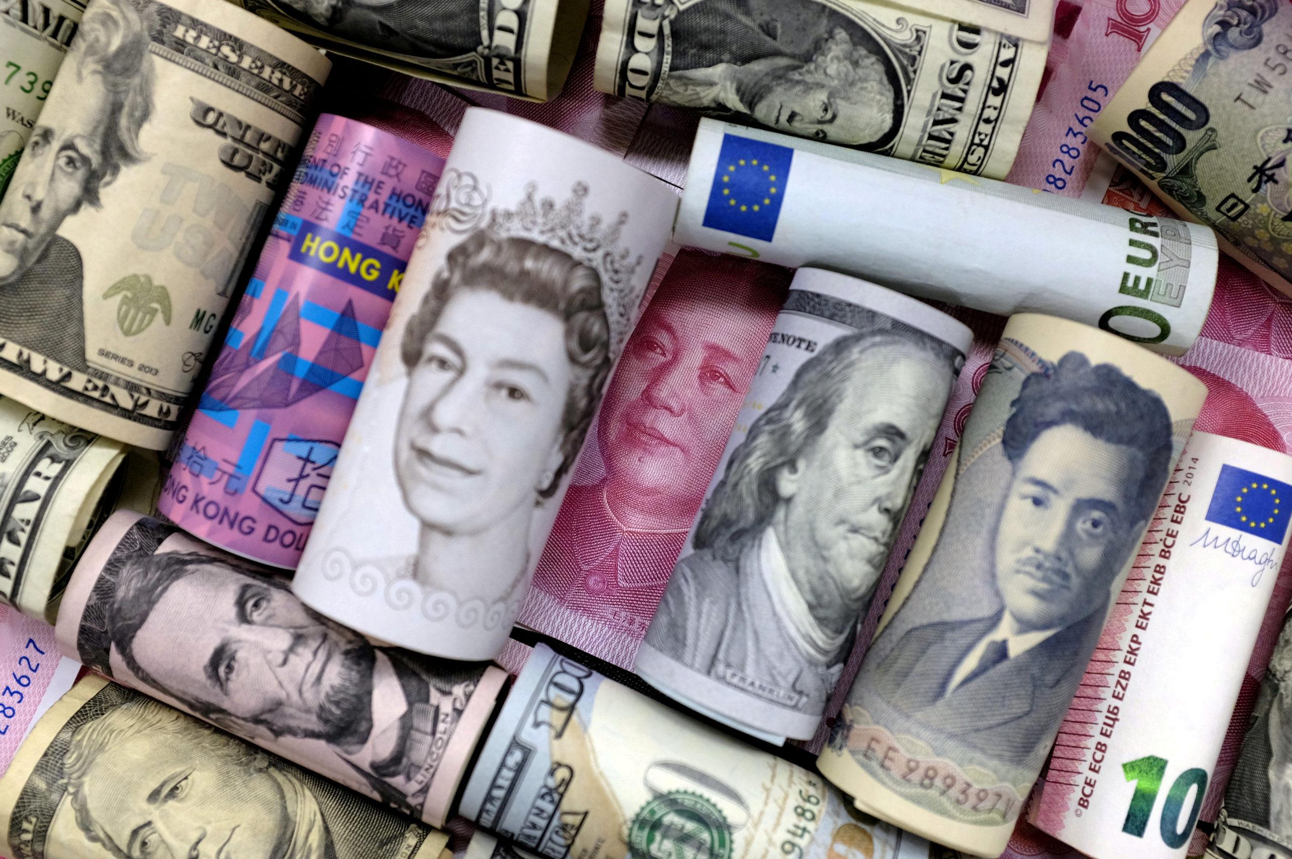 L'ensemble de la dette mondiale devrait dépasser 255.000 milliards de dollars (230.000 milliards d'euros) cette année selon des estimations de l'Institute of International Finance (IIF) publiées vendredi, soit près de 32.500 dollars pour chacun des 7,7 milliards d'humains vivant sur Terre. /Photo d'archives/REUTERS/Jason Lee