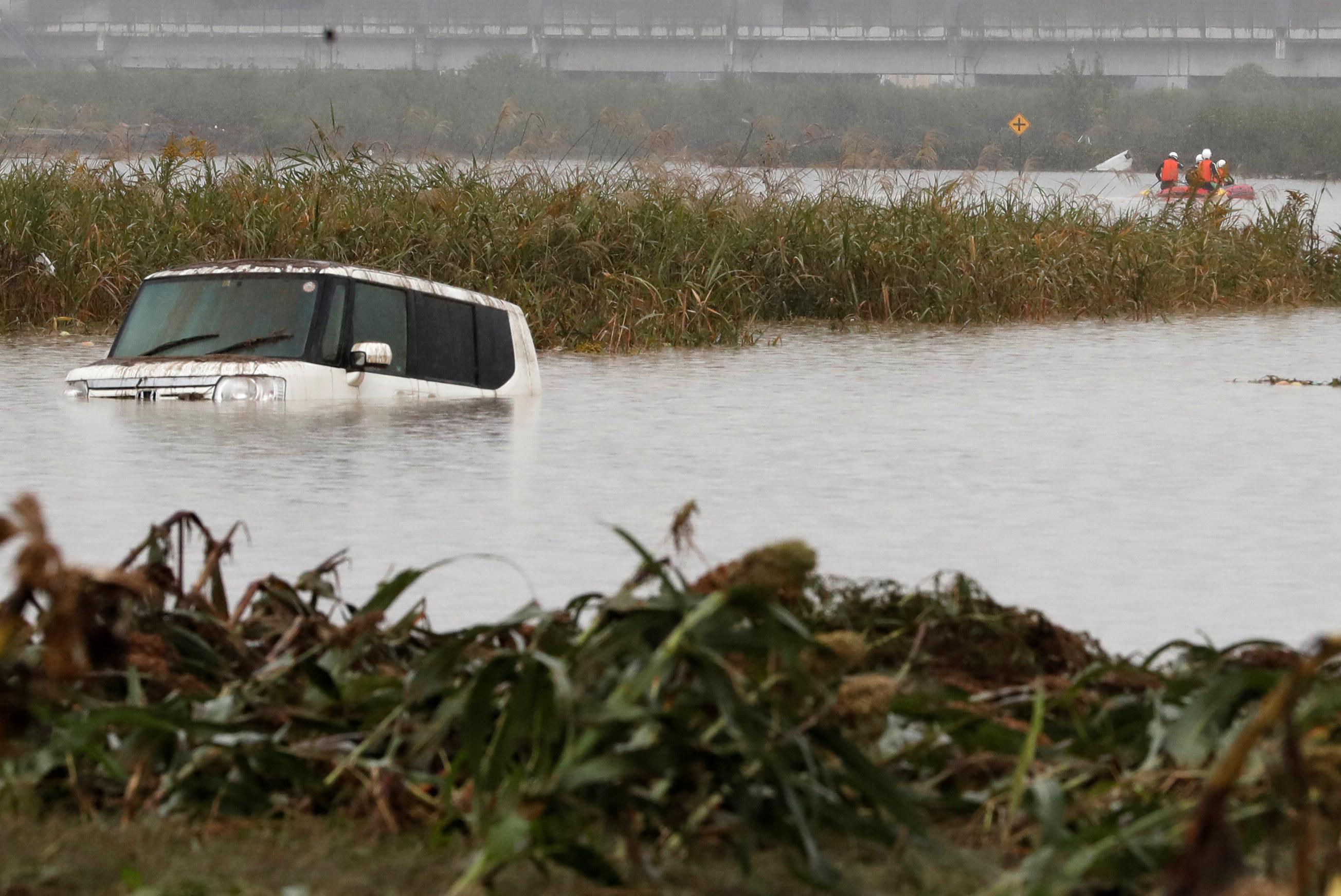 Le bilan de l'un des plus puissants typhons à avoir jamais frappé le Japon s'est alourdit mardi à 66 morts, alors que les équipes de sauveteurs poursuivaient dans la boue et les débris leurs recherches des personnes portées disparues. /Photo prise le 14 octobre 2019/REUTERS/Kim Kyung-Hoon
