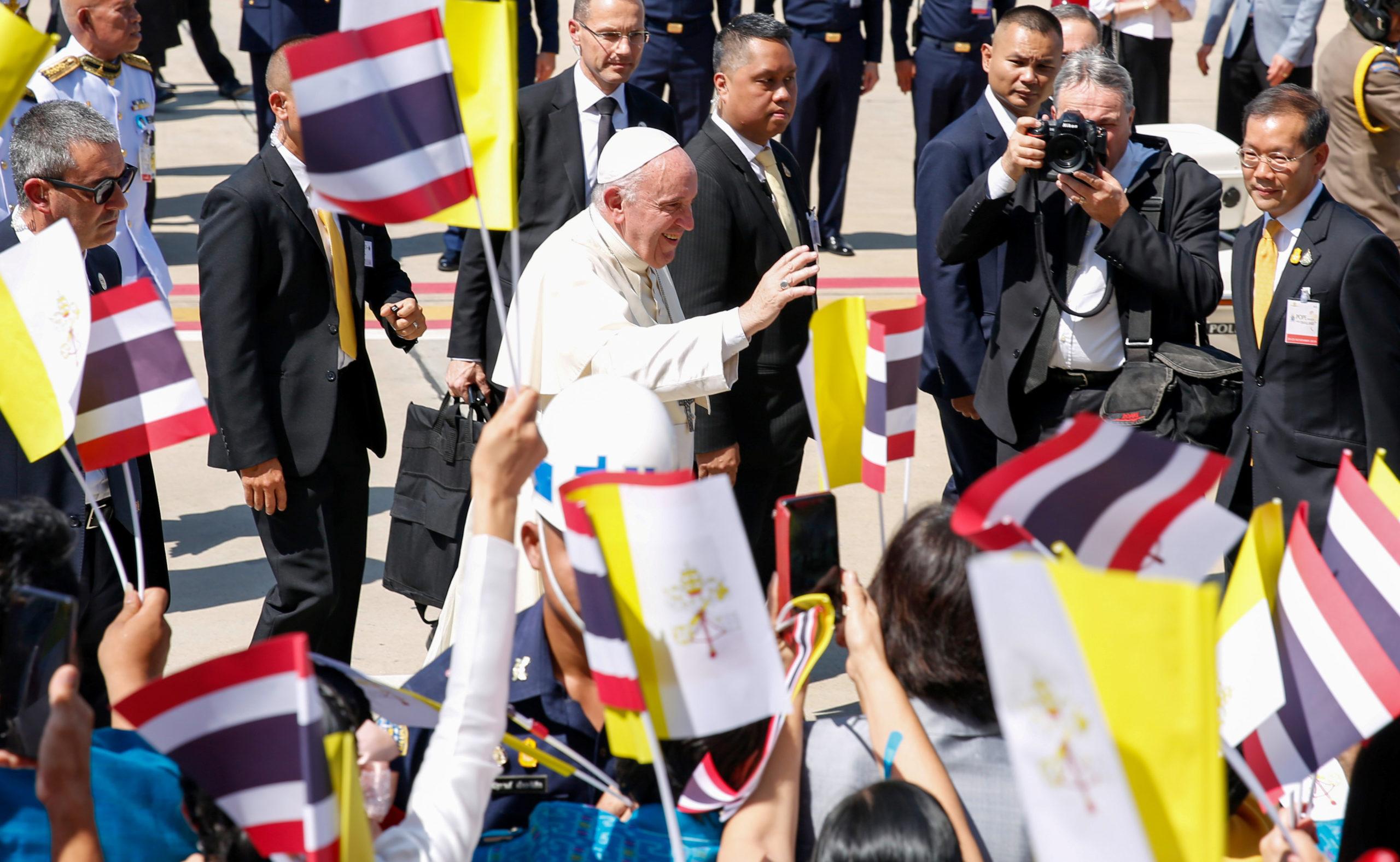 Le pape François est arrivé mercredi en Thaïlande, première étape d'un voyage de sept jours en Asie durant lequel il se rendra également au Japon, une première en près de 40 ans. /Photo prise le 20 novembre 2019/REUTERS/Remo Casilli