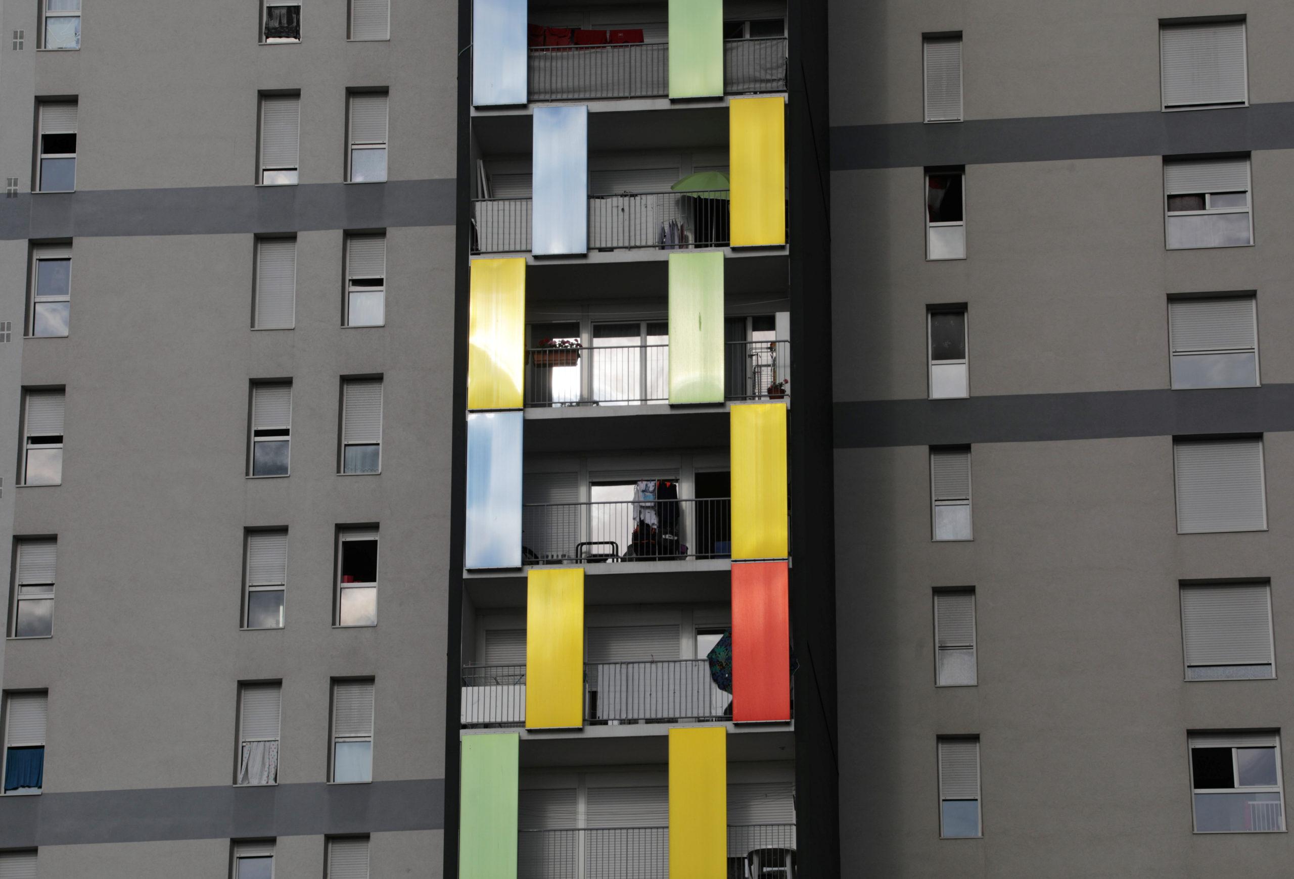 Les ventes de logements neufs ont baissé de 0,9% au troisième trimestre par rapport au troisième trimestre 2018, avec 27.900 logements neufs vendus en France métropolitaine, a annoncé vendredi le ministère de la Cohésion des territoires. /Photo d'archives/REUTERS/Eric Gaillard