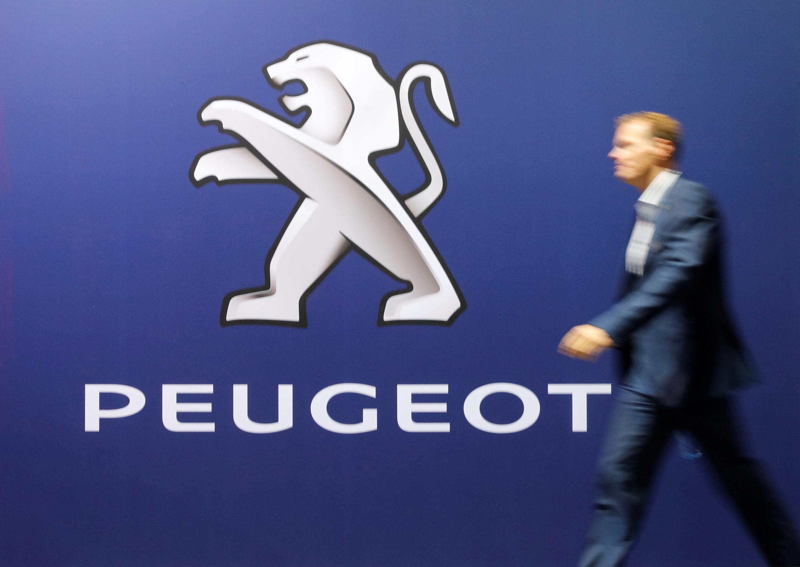 PSA a annoncé que la marque Peugeot ferait son retour aux 24 Heures du Mans en 2023, plus de dix ans après avoir renoncé à la célèbre course d'endurance à cause des graves difficultés financières du constructeur. /Photo prise le 31 octobre 2019/REUTERS/Arnd Wiegmann