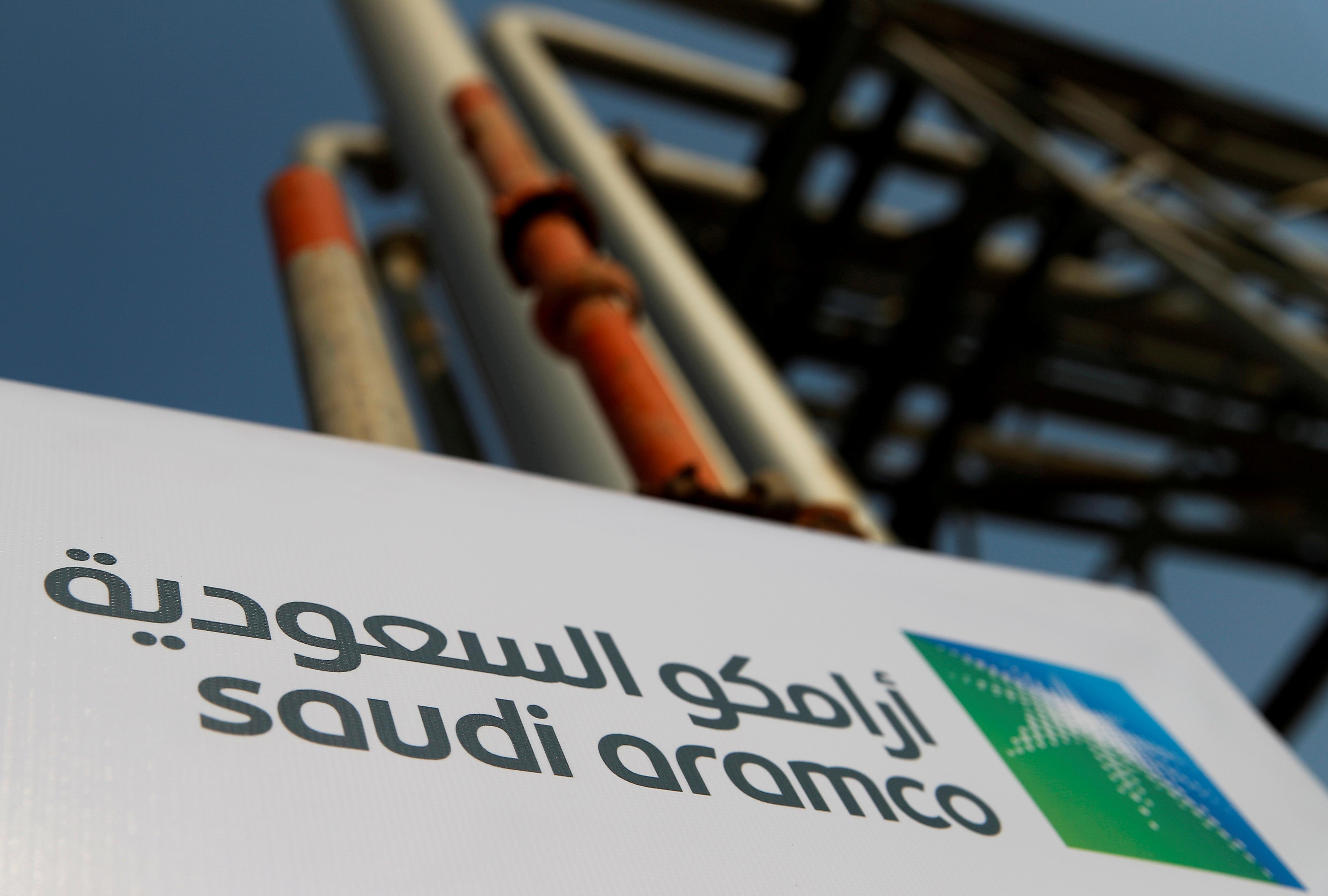 L'Arabie saoudite espère lever de 20 milliards à 40 milliards de dollars (18 milliards d'euros à 36 milliards d'euros) en plaçant en bourse de Ryad 1% à 2% du capital de sa compagnie pétrolière, dit-on de sources au fait du dossier.