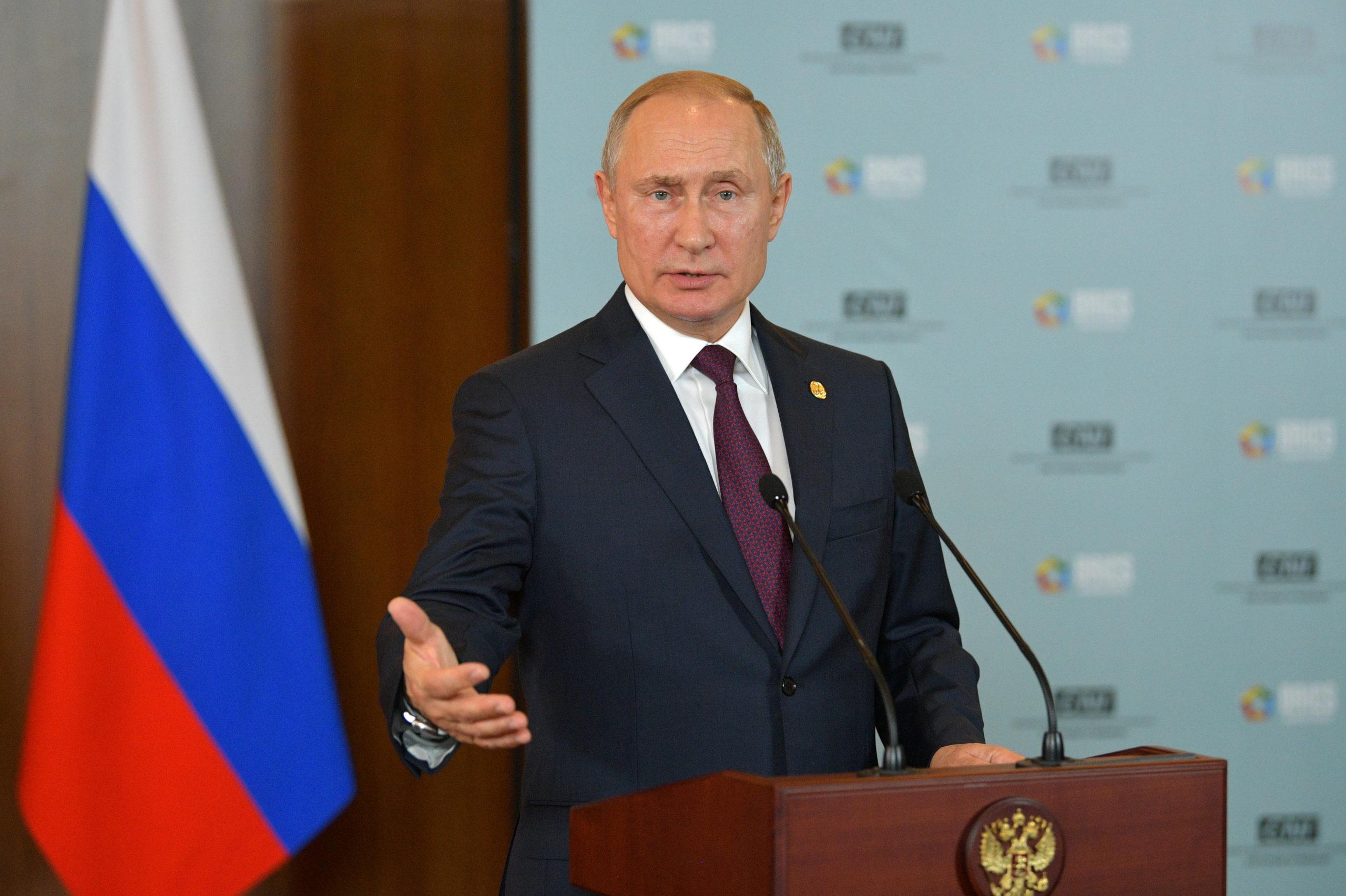 Ukraine: Moscou confirme la venue de Poutine à Paris le 9/12