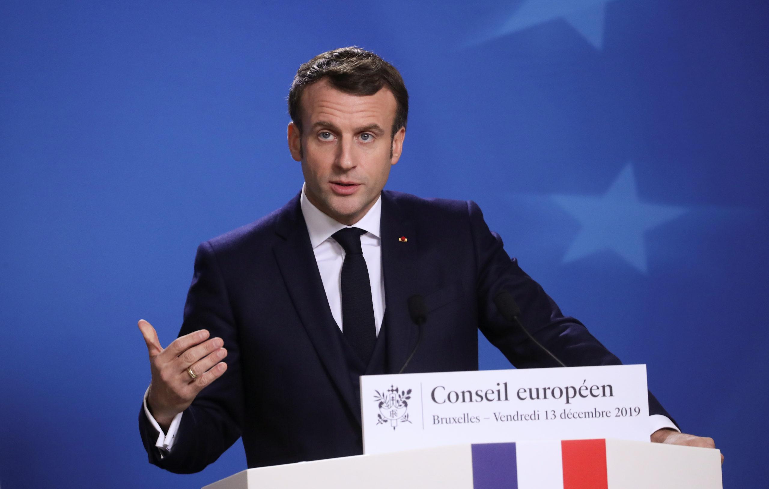 """Emmanuel Macron a estimé vendredi que le """"temps de la clarté"""" était venu avec la victoire du parti conservateur du Premier ministre Boris Johnson aux élections britanniques, et a appelé à une ratification de l'accord sur le Brexit au plus vite. /Photo prise le 13 décembre 2019/REUTERS/Yves Herman"""