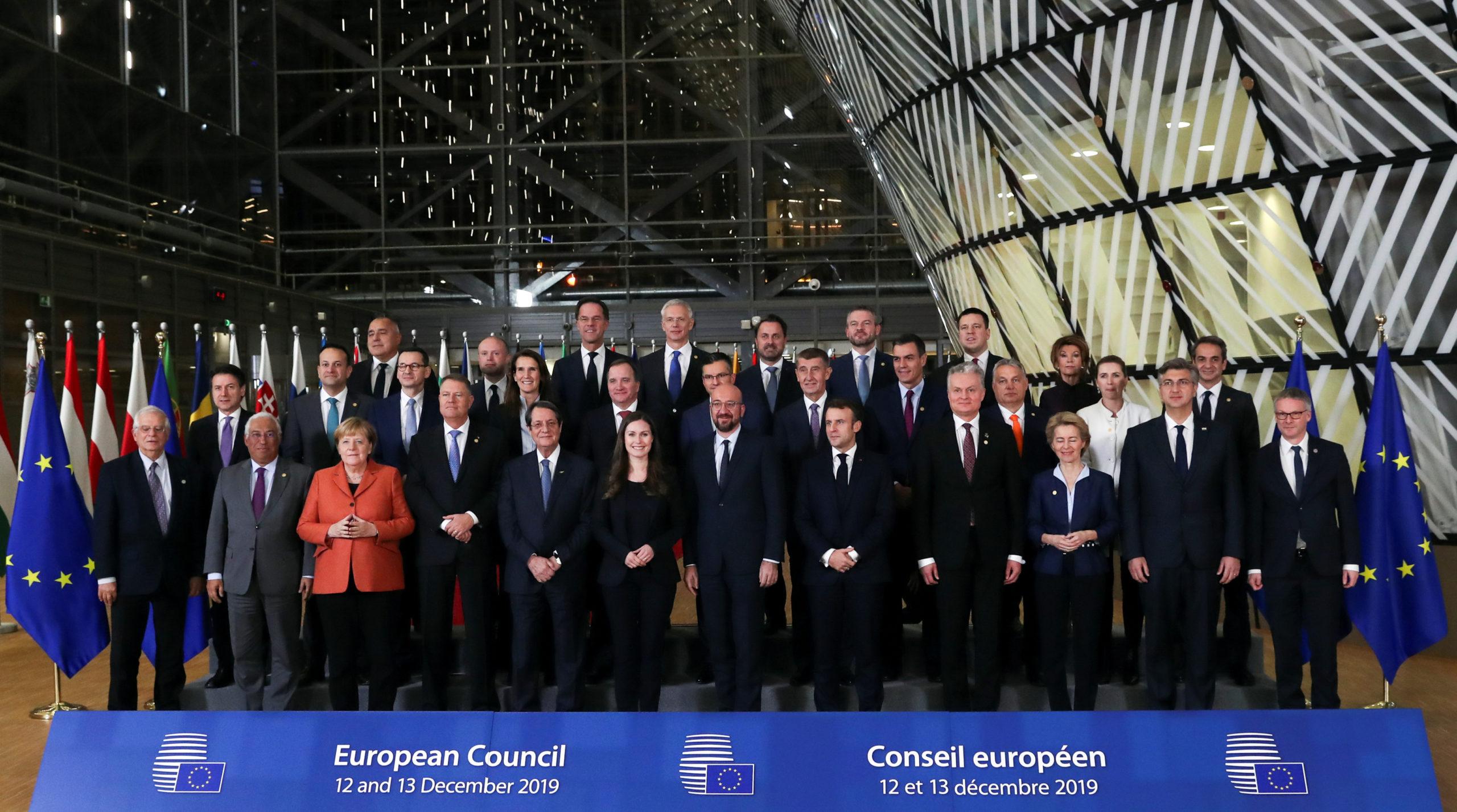 Les dirigeants de l'UE ont adopté vendredi l'objectif de neutralité carbone d'ici à 2050, après des heures de tractations avec les pays de l'Est qui réclamaient des fonds pour financer une transition sans énergies fossiles et un rôle pour l'énergie nucléaire. /Photo prise le 12 décembre 2019/REUTERS/Yves Herman