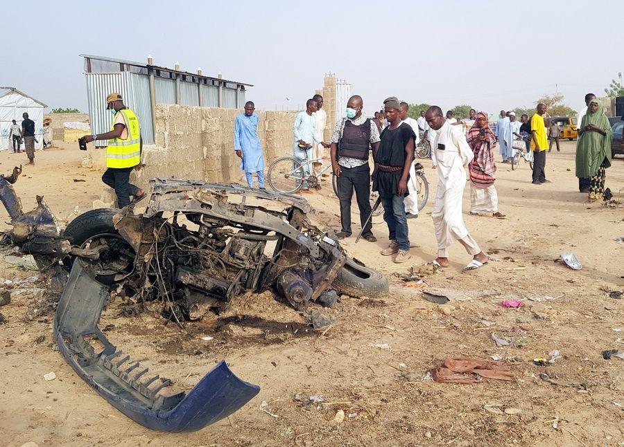 Photo prise le 27 avril 2018 montrant l'épave d'un véhicule détruit dans un attentat à la bombe du groupe Boko Haram à Maiduguri, au Nigeria. (Xinhua/NAN)