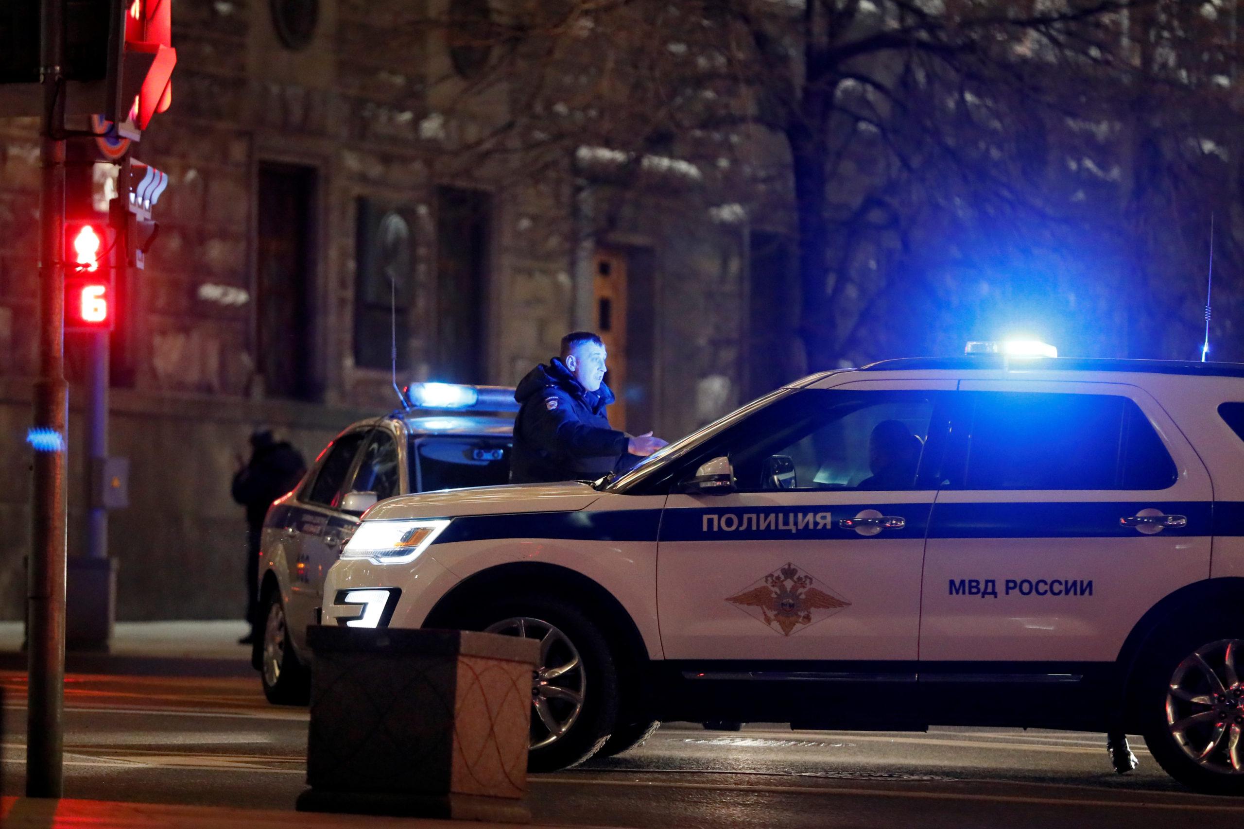 """Un membre des forces de l'ordre a été tué jeudi soir par un homme armé qui a ouvert le feu au siège du Service fédéral de sécurité de la fédération de Russie (FSB), dans le centre de Moscou, avant d'être """"neutralisé"""", selon le même FSB. /Photo prise le 19 décembre 2019/REUTERS/Shamil Zhumatov"""