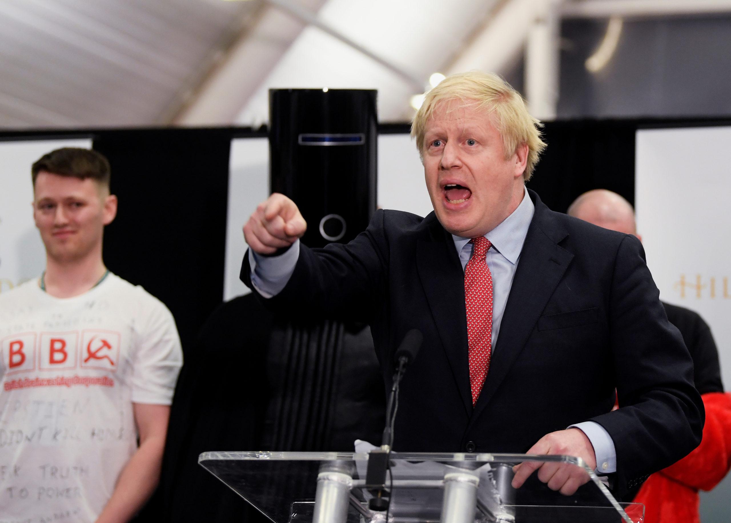 """Victoire écrasante des conservateurs, un mandat """"historique"""" pour le Brexit"""