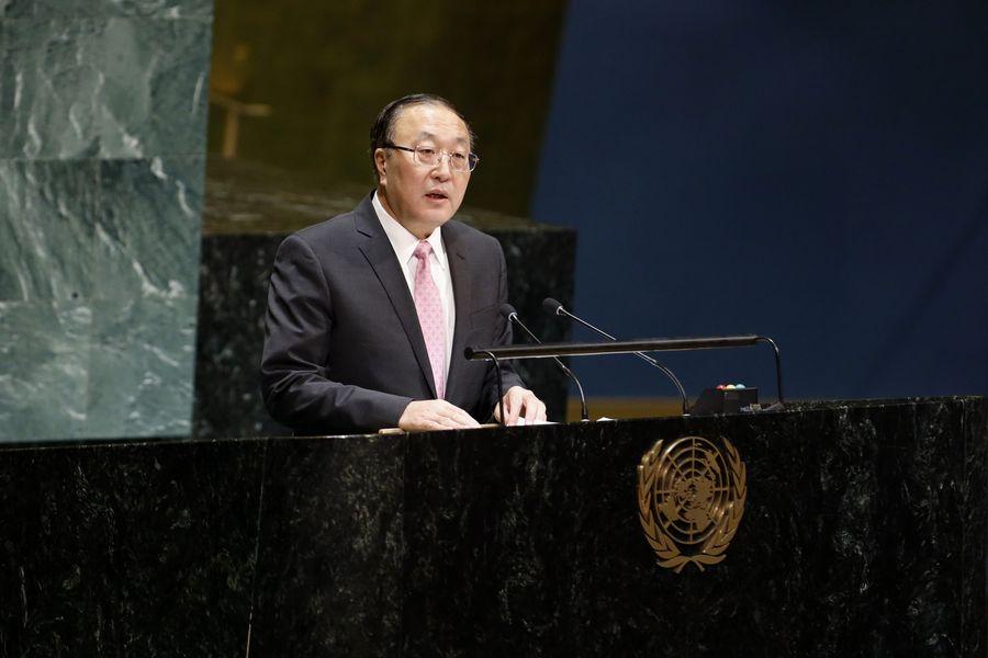 Zhang Jun, représentant permanent de la Chine auprès des Nations Unies, prend la parole lors d'un débat à l'Assemblée générale de l'ONU à New York, le 9 décembre 2019 (Xinhua / Li Muzi).
