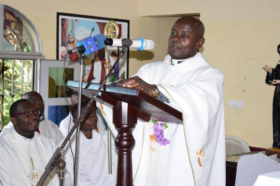 Cameroun : un prêtre de l'Église catholique du diocèse d'Obala décède tragiquement dans un accident de circulation entre Doula et Yaoundé