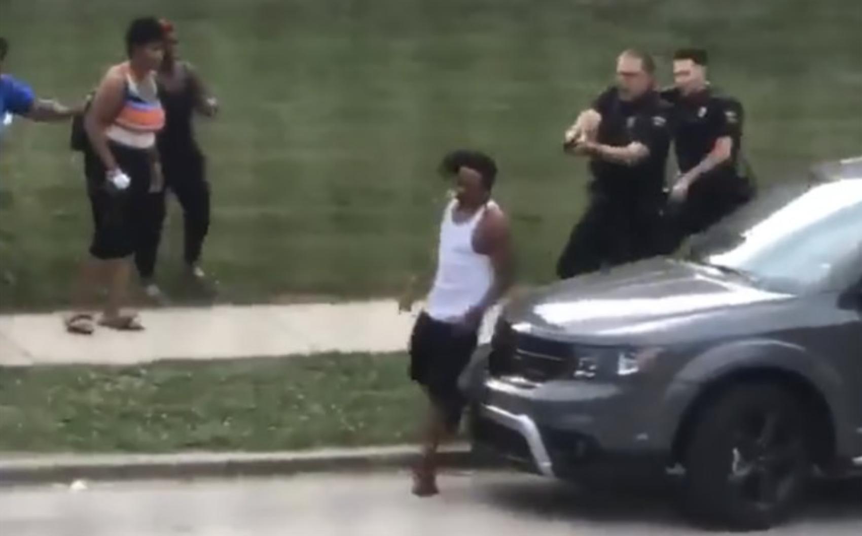 Jacob Blake, un Afro-américain se fait tirer 7 fois dessus par un policier