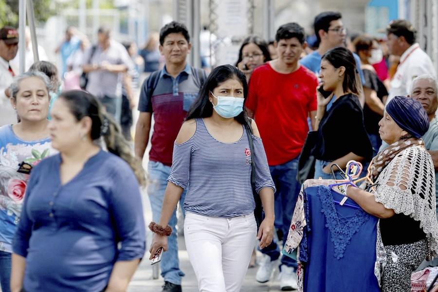 Le président péruvien Martin Vizcarra exhorte la population à rester vigilante contre le Covid-19