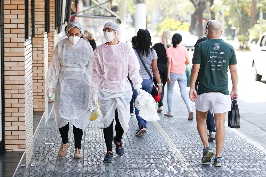 Brésil : le bilan des décès du Covid-19 dépasse les 130.000