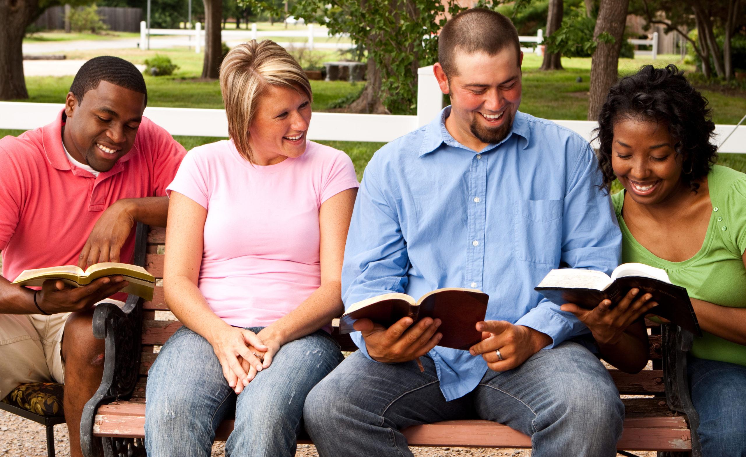 """""""Lorsqu'ils virent l'assurance de Pierre et de Jean, ils furent étonnés, sachant que c'étaient des hommes du peuple sans instruction; et ils les reconnurent pour avoir été avec Jésus."""" (Actes 4:13)"""
