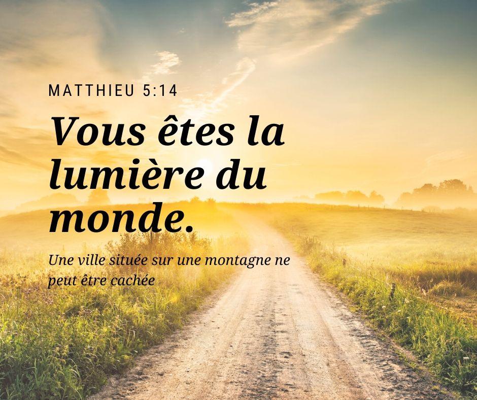 Vous êtes la lumière du monde. Une ville située sur une montagne ne peut être cachée. Matthieu 5:14