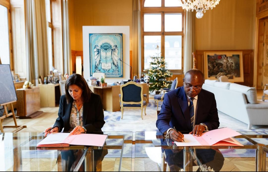 RDC : le Gouverneur de la ville province de Kinshasa, Gentiny Ngobila obtient l'accompagnement de Paris pour l'assainissement la capitale congolaise