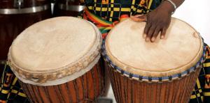 Cameroun : la musique de la rue fait danser et réfléchir à travers des thématiques diverses