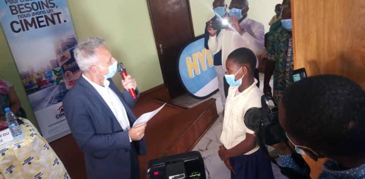 Cameroun : 200 enfants scolarisés de Douala IV bénéficient des actes de naissances grâce à CIMENCAM