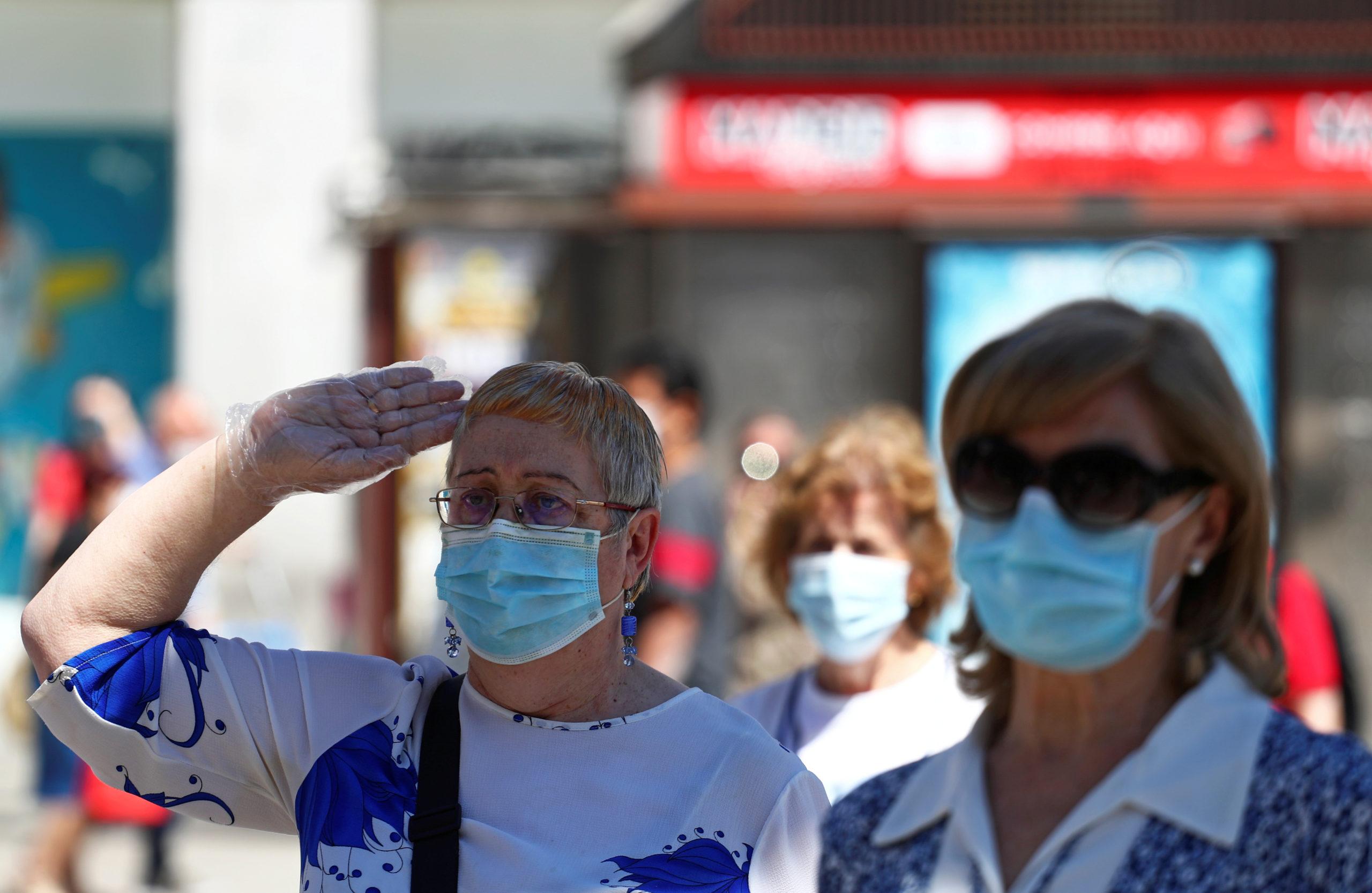 CORONAVIRUS: L'OMS RECOMMANDE DÉSORMAIS LE PORT DU MASQUE DANS L'ESPACE PUBLIC