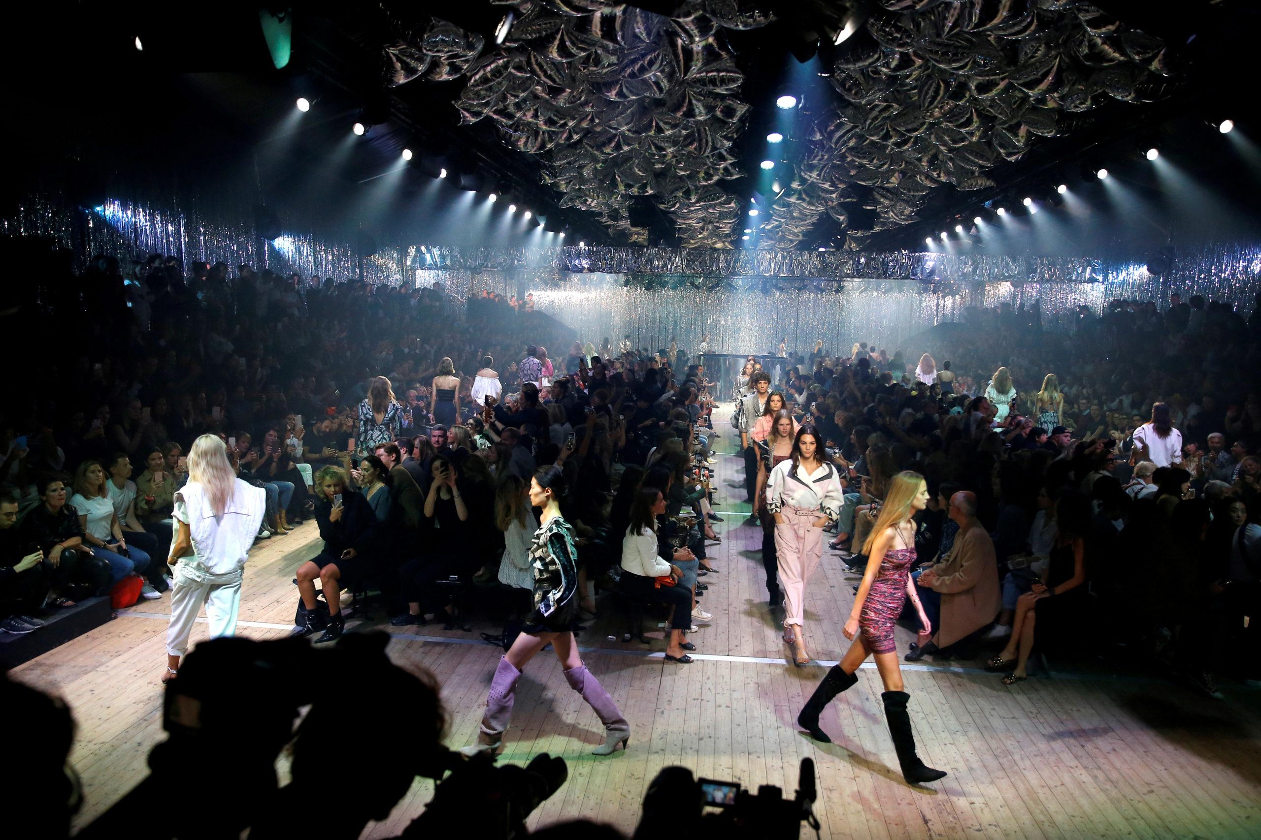 A Paris, le Covid ébranle l'écosystème des défilés de mode