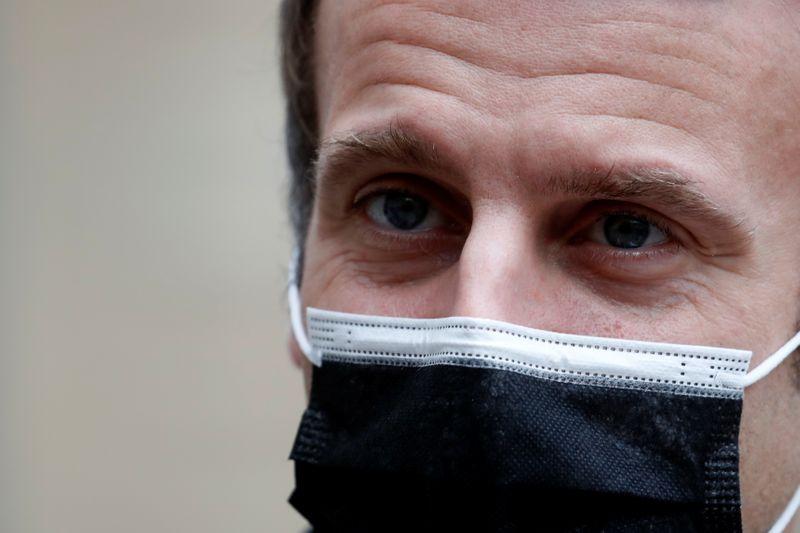 Macron atteint du COVID-19, des personnalités de premier plan s'isolent