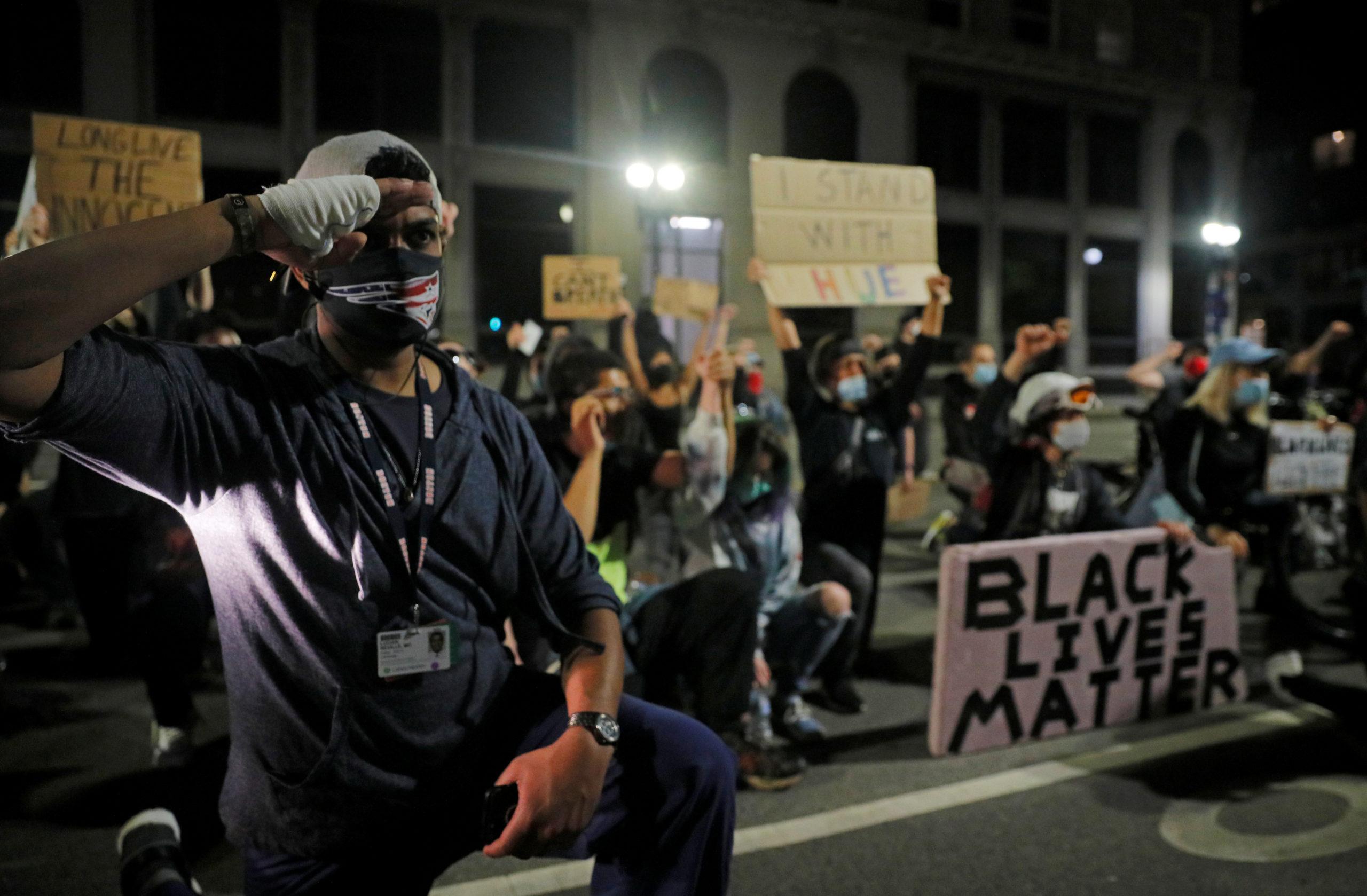 USA: NOUVELLES MANIFESTATIONS POUR DEMANDER UNE RÉFORME DE LA POLICE