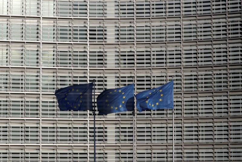 CORONAVIRUS: L'UE MOBILISE UN FONDS D'URGENCE DANS LA COURSE AUX VACCINS