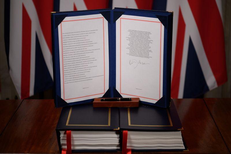 Un Royaume-Uni divisé quitte l'orbite de l'UE, plonge dans l'incertitude