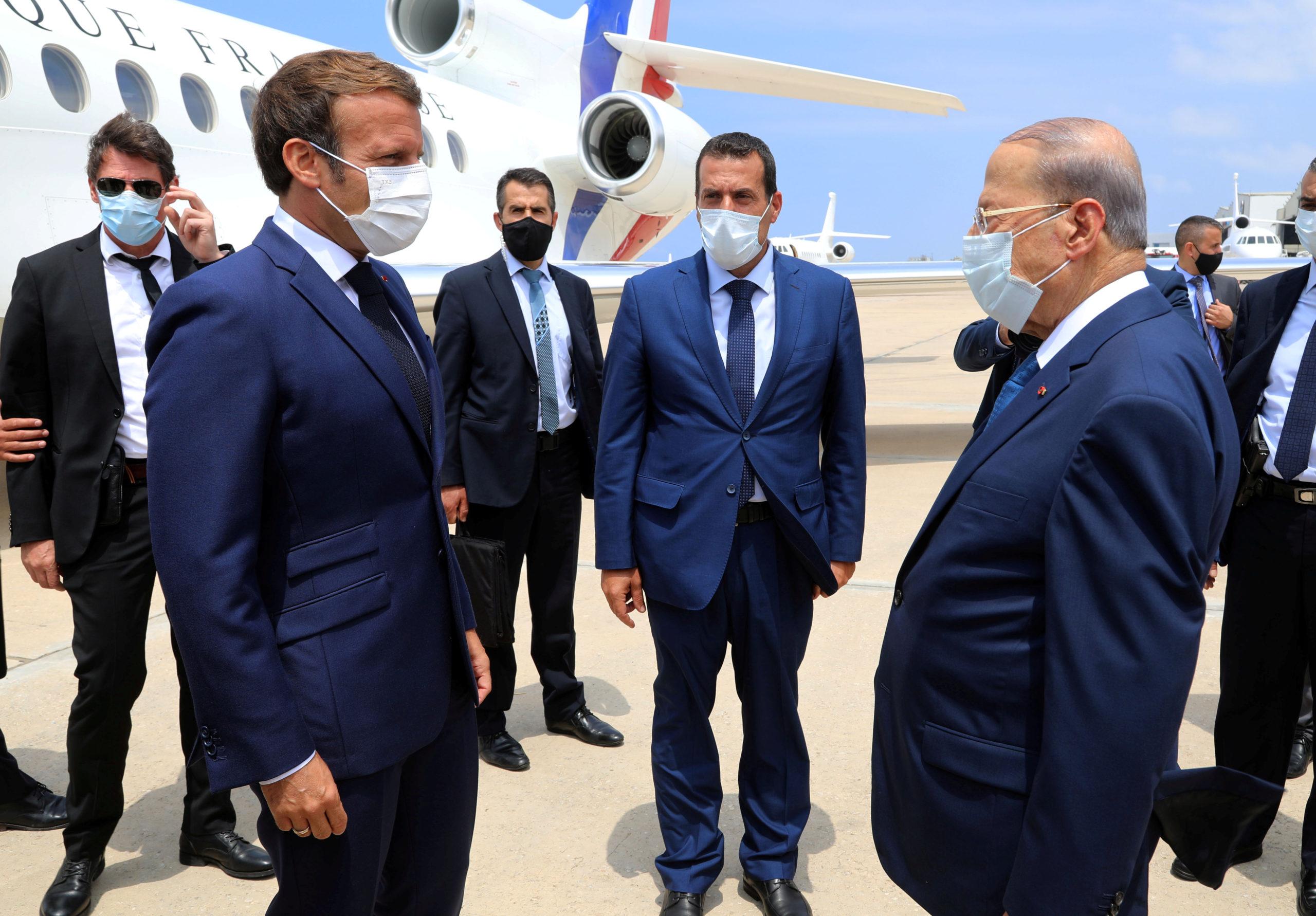 """A Beyrouth, capitale sinistrée, Macron appelle à un """"changement profond"""""""