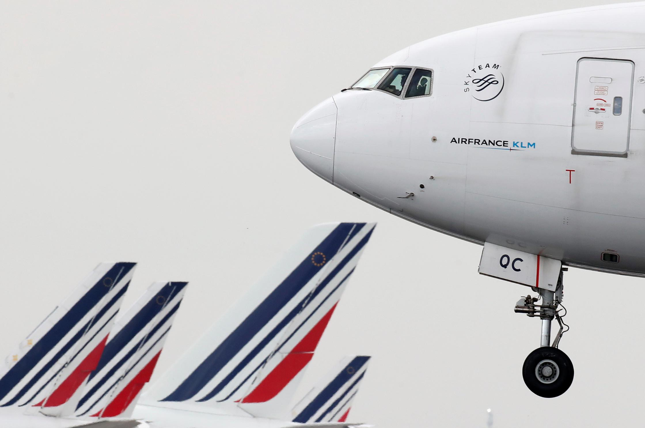Air France veut supprimer plus de 7.500 postes d'ici 2022, rapporte l'AFP