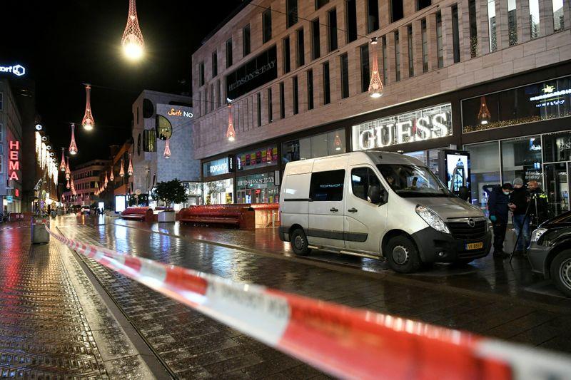 Attaque au couteau: la police néerlandaise toujours en recherche d'un suspect