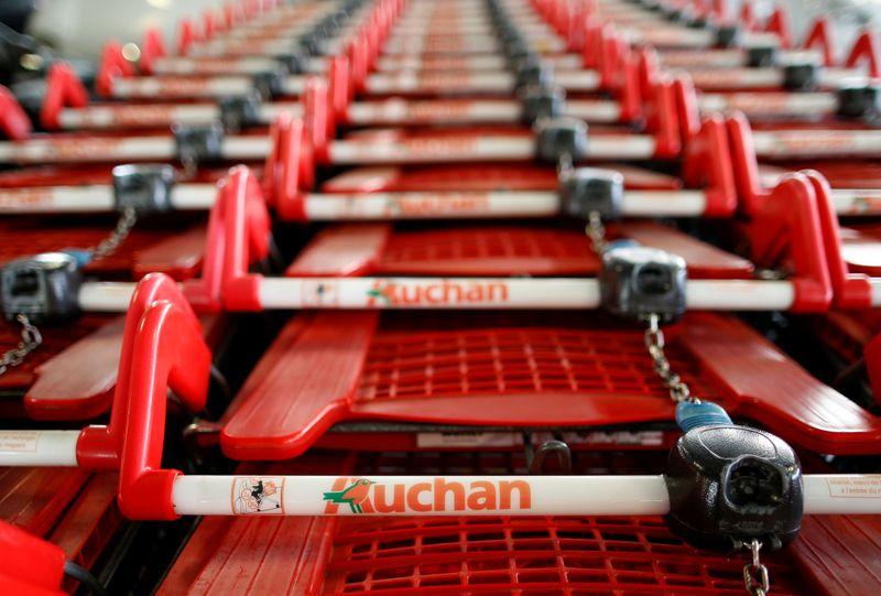 Auchan prévoit le départ d'au moins 1000 salariés, selon la presse