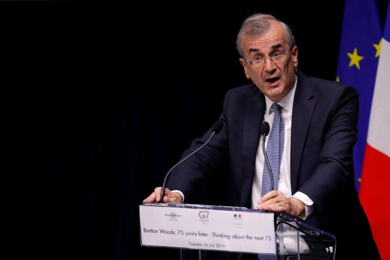 Banquiers et assureurs doivent réduire leur exposition au charbon, selon Villeroy