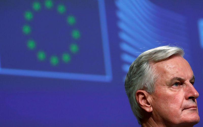 Barnier demande à l'UE de s'abstenir d'entrer dans une guerre des vaccins avec Londres, selon The Times