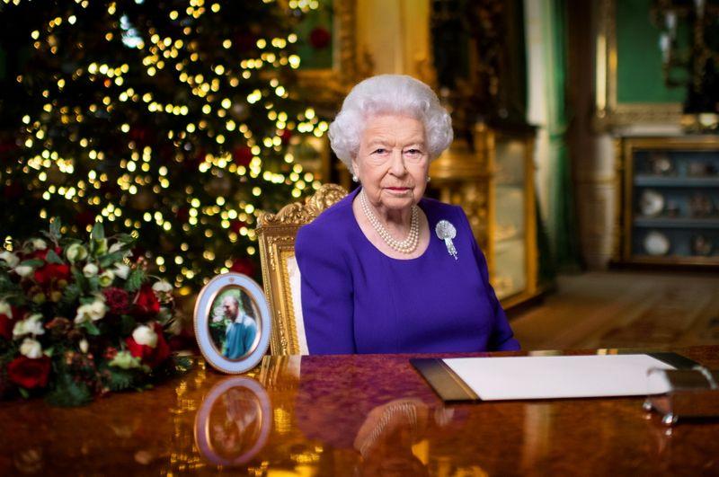 Beaucoup demandent juste un peu de réconfort pour Noël cette année, déclare la reine Elizabeth
