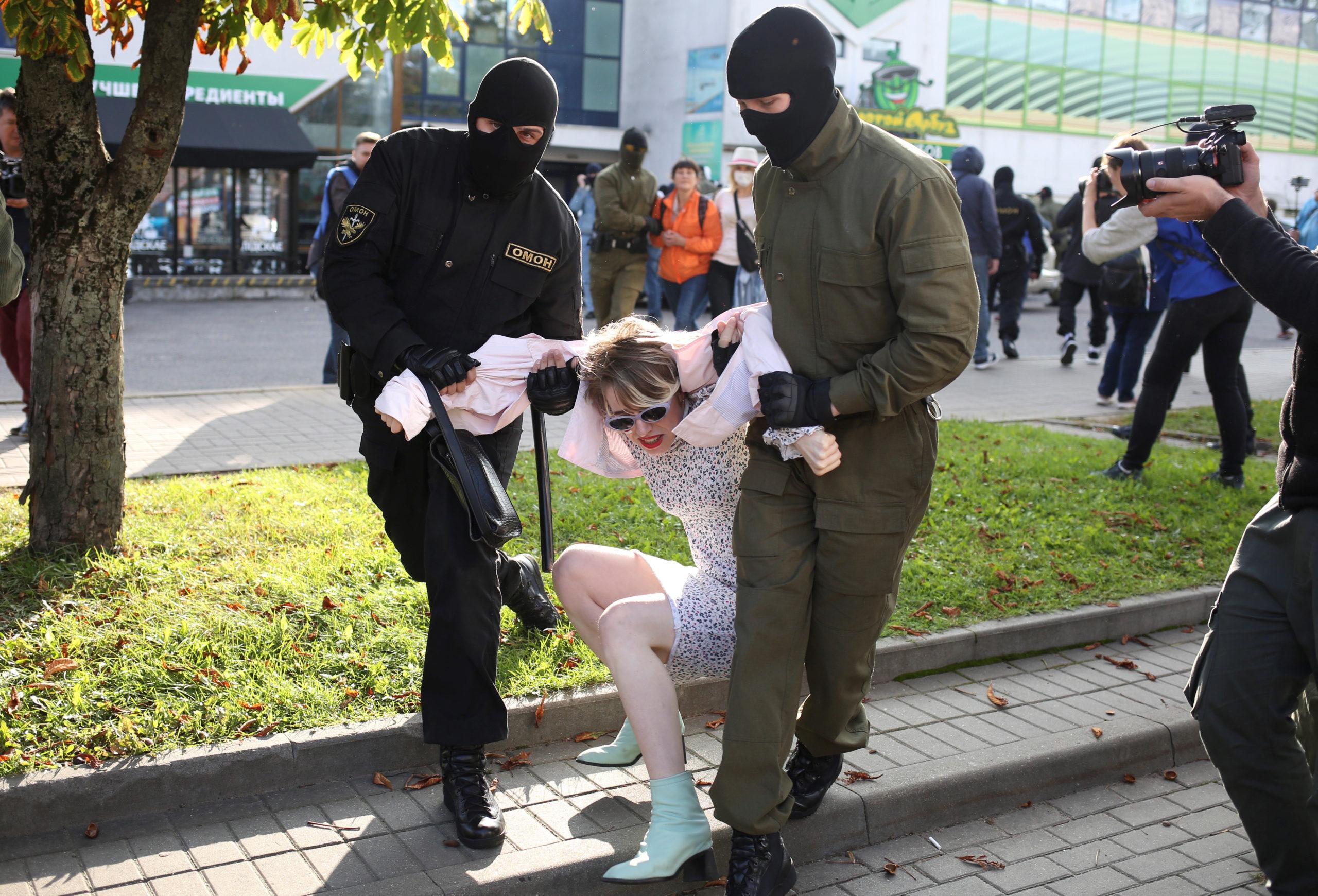 Biélorussie: La police a arrêté des centaines de manifestants à Minsk
